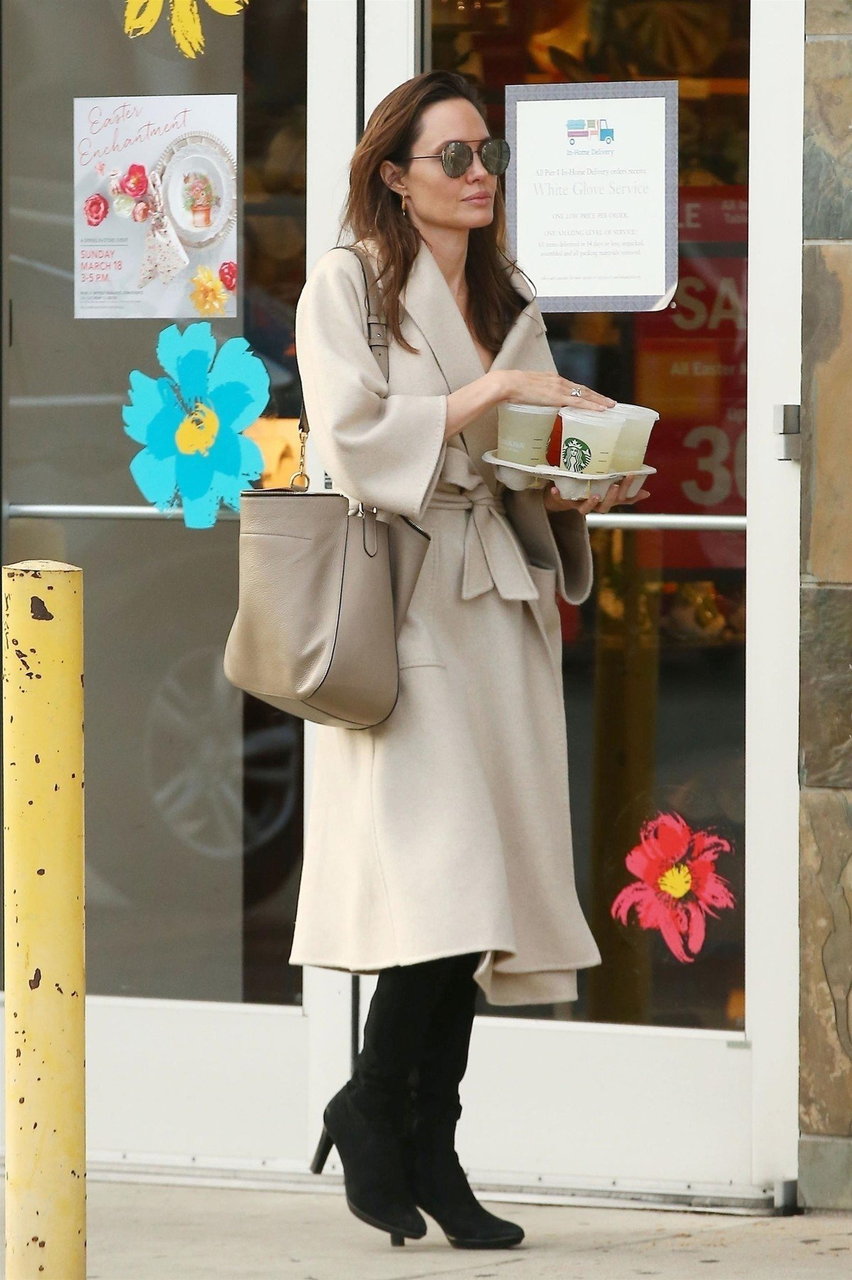 Studio City, CA  - *EXCLUSIVE*  - Actress Angelina Jolie was spotted while out with her daughters Vivienne and Zahara shopping around Studio City. They were seen with bags from Papyrus, Starbucks and Paper Source during their fun family outing. *Shot on 03/11/18*  Pictured: Angelina Jolie    *UK Clients - Pictures Containing Children Please Pixelate Face Prior To Publication*, Image: 365930135, License: Rights-managed, Restrictions: , Model Release: no, Credit line: Profimedia, AKM-GSI