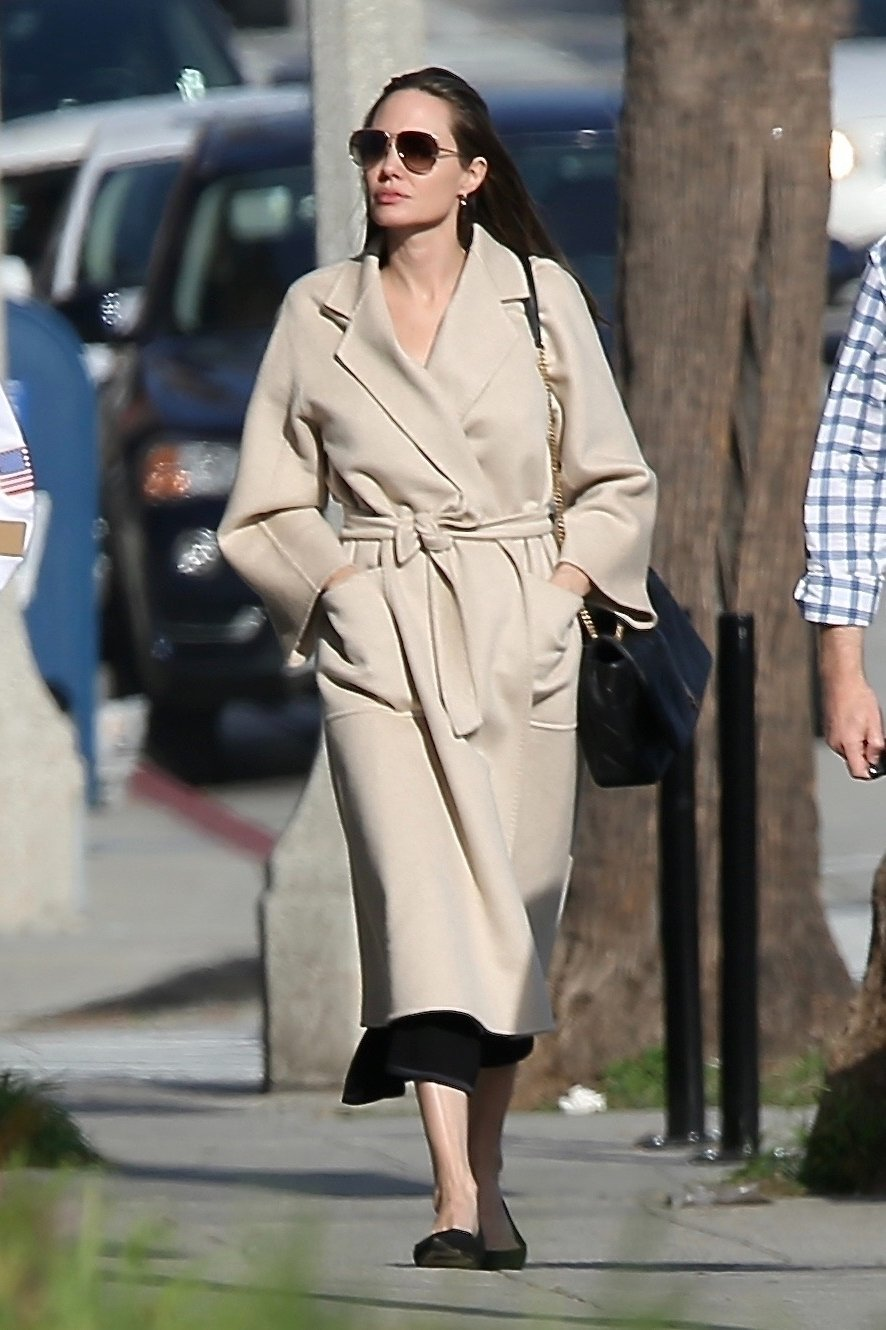 Santa Monica, CA  - *EXCLUSIVE*  - Angelina Jolie spends some quality time with her son Pax in Santa Monica, CA. The duo are seen Christmas shopping and grabbing lunch as they enjoy their Saturday together.  Pictured: Angelina Jolie    *UK Clients - Pictures Containing Children Please Pixelate Face Prior To Publication*, Image: 404039679, License: Rights-managed, Restrictions: , Model Release: no, Credit line: Profimedia, AKM-GSI
