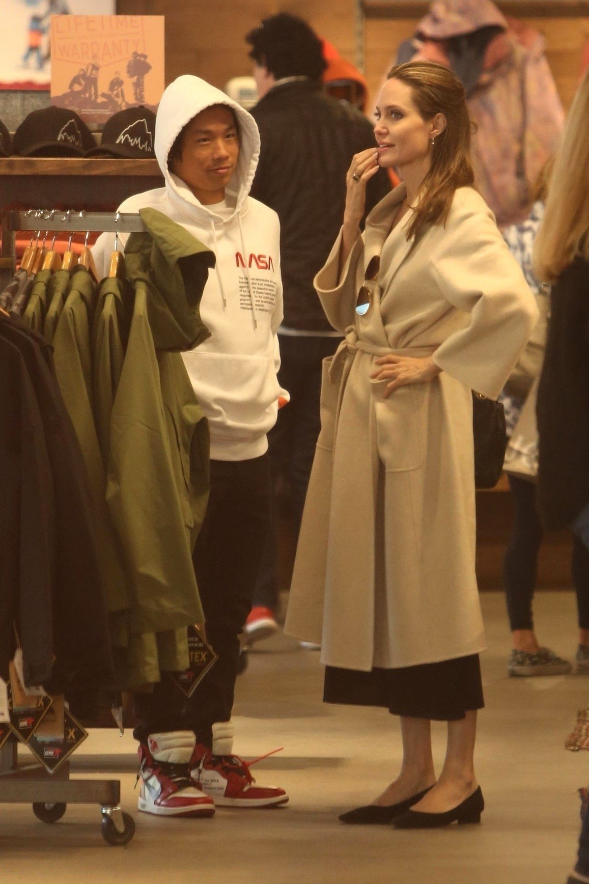 Santa Monica, CA  - *EXCLUSIVE*  - Angelina Jolie spends some quality time with her son Pax in Santa Monica, CA. The duo are seen Christmas shopping and grabbing lunch as they enjoy their Saturday together.  Pictured: Angelina Jolie    *UK Clients - Pictures Containing Children Please Pixelate Face Prior To Publication*, Image: 404040234, License: Rights-managed, Restrictions: , Model Release: no, Credit line: Profimedia, AKM-GSI