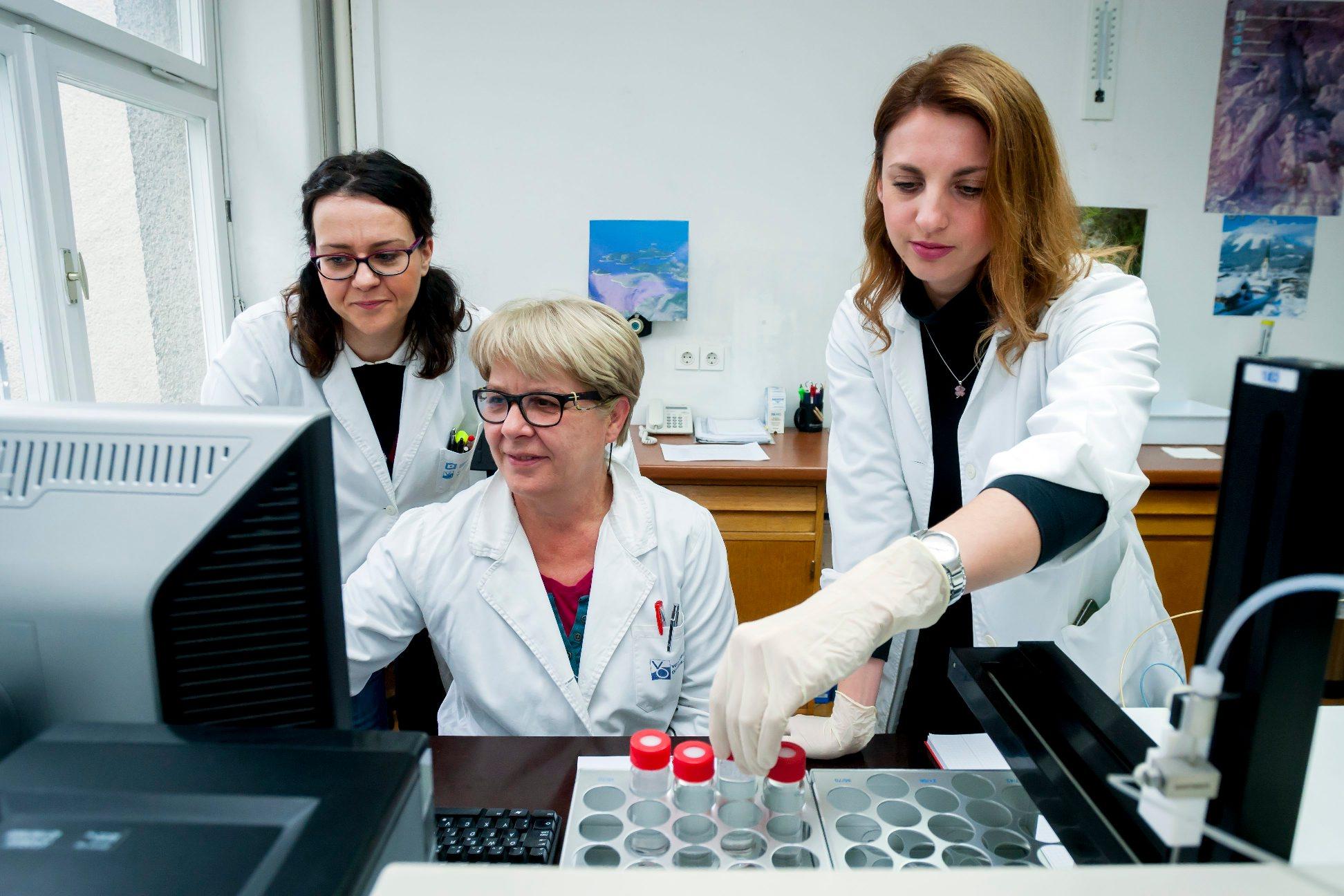 Ana Ivanišević, šefica odjela kemijskog laboratorija, Tomislava Zinić, kemijska tehničarka, Ivana Čigir, tehnologinja za kvalitetu vode