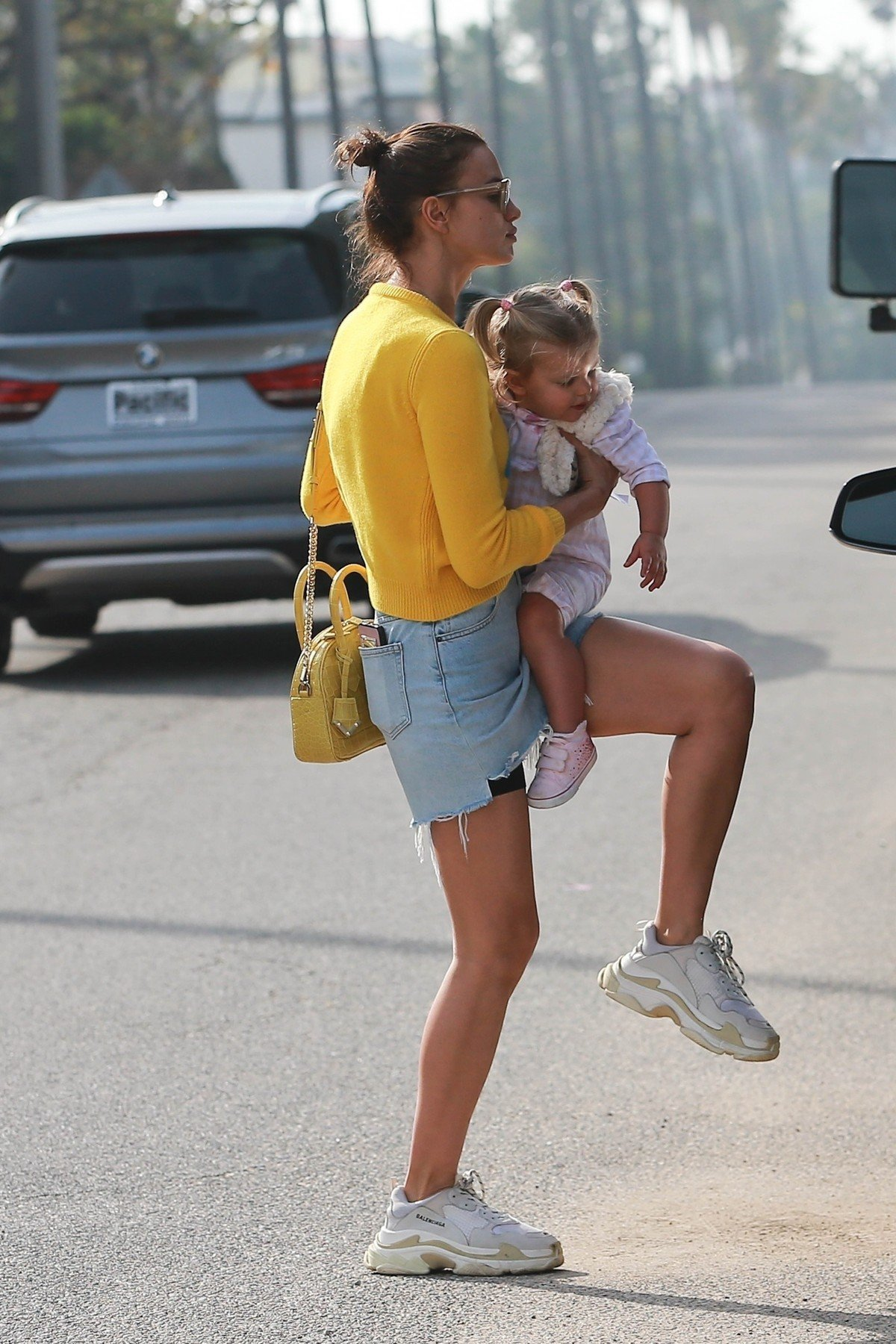 Studio City, CA  - *EXCLUSIVE*  - Model, Irina Shayk's daughter, Lea De Seine Shayk Cooper, is not having it at the Farmer's market. The 1-year-old throws what appears to be a tantrum while mom carries her away into their ride.  Pictured: Irina Shayk    *UK Clients - Pictures Containing Children Please Pixelate Face Prior To Publication*, Image: 404081096, License: Rights-managed, Restrictions: , Model Release: no, Credit line: Profimedia, AKM-GSI