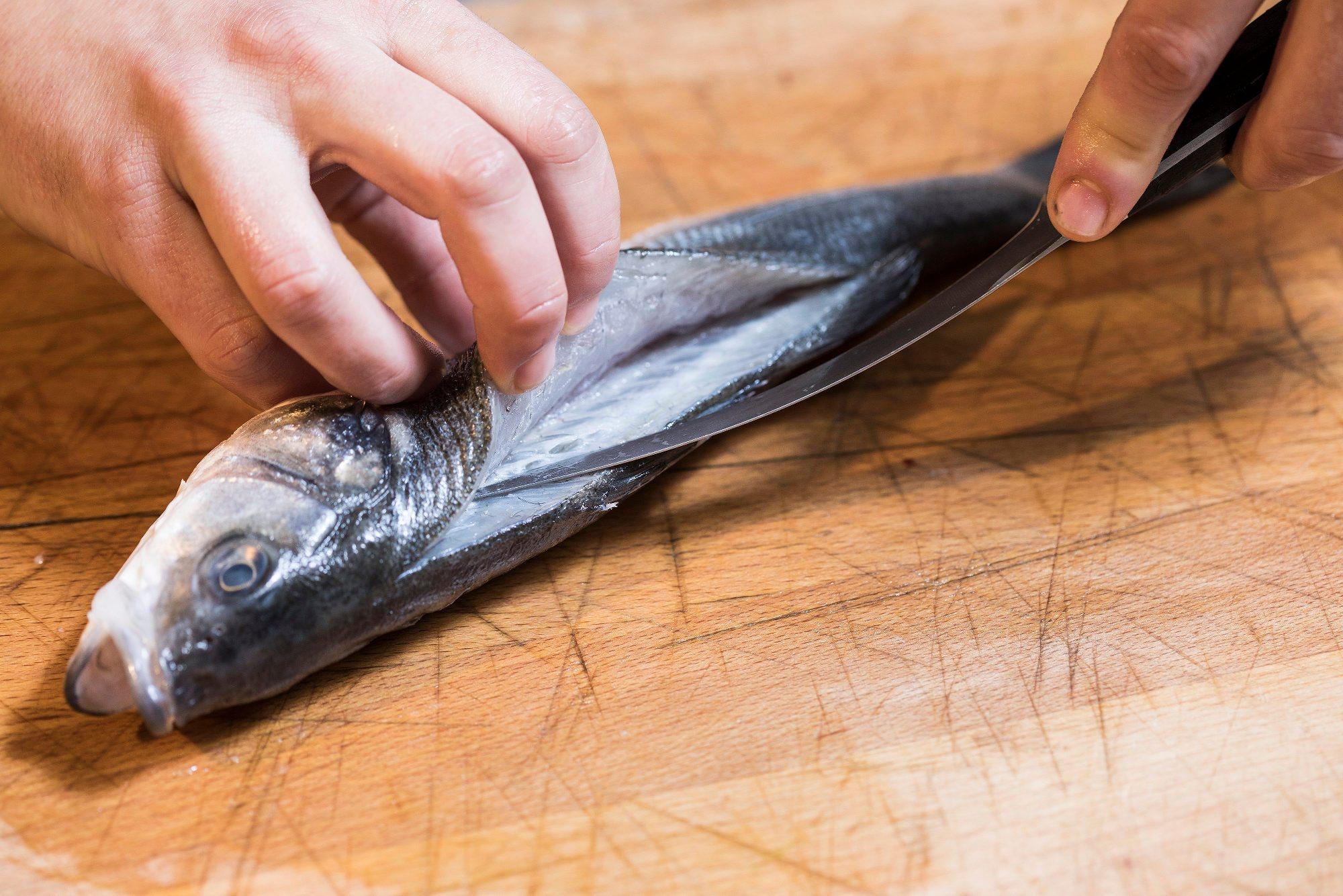 Zagreb, 060218. Jurisiceva. Skola kuhanja Gastronomadi. Filetiranje i kuhanje ribe Cromaris. Foto: Biljana Blivajs / CROPIX