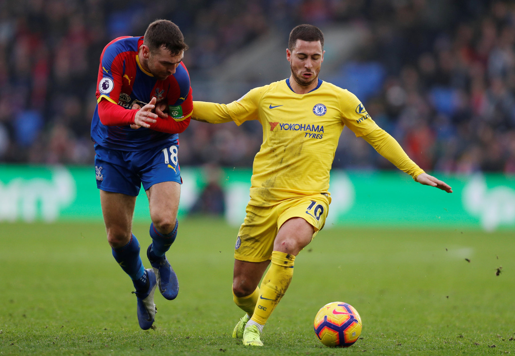 Soccer Football - Premier League - Crystal Palace v Chelsea - Selhurst Park, London, Britain - December 30, 2018  Chelsea's Eden Hazard in action with Crystal Palace's James McArthur   Action Images via Reuters/Paul Childs  EDITORIAL USE ONLY. No use with unauthorized audio, video, data, fixture lists, club/league logos or
