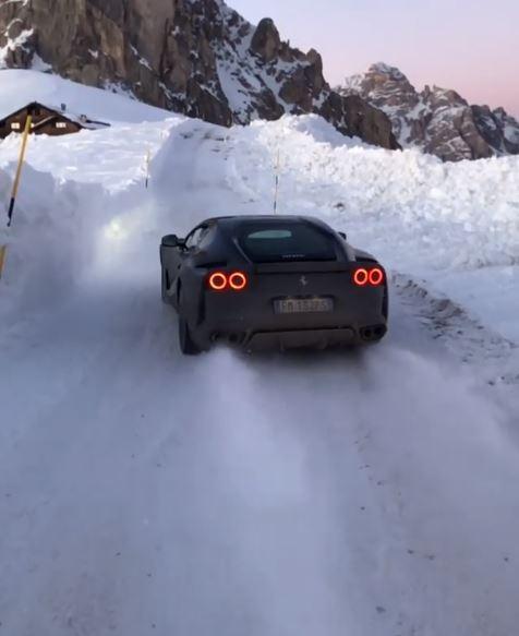 ferrari-812-superfast-plays-winter-sports-in-the-italian-alps-drifts-aplenty-123137_1