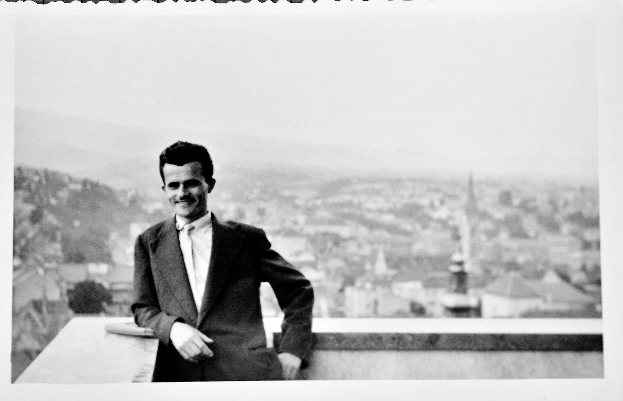 Zagreb, 160613. Andjelko Leko, predsjednik uprave HUP Zagreb, fotografiran u hotelu Sheraton. Na fotografiji: presnimka privatnog fotografskog albuma Andjelka Leke. Foto: Boris Kovacev / CROPIX