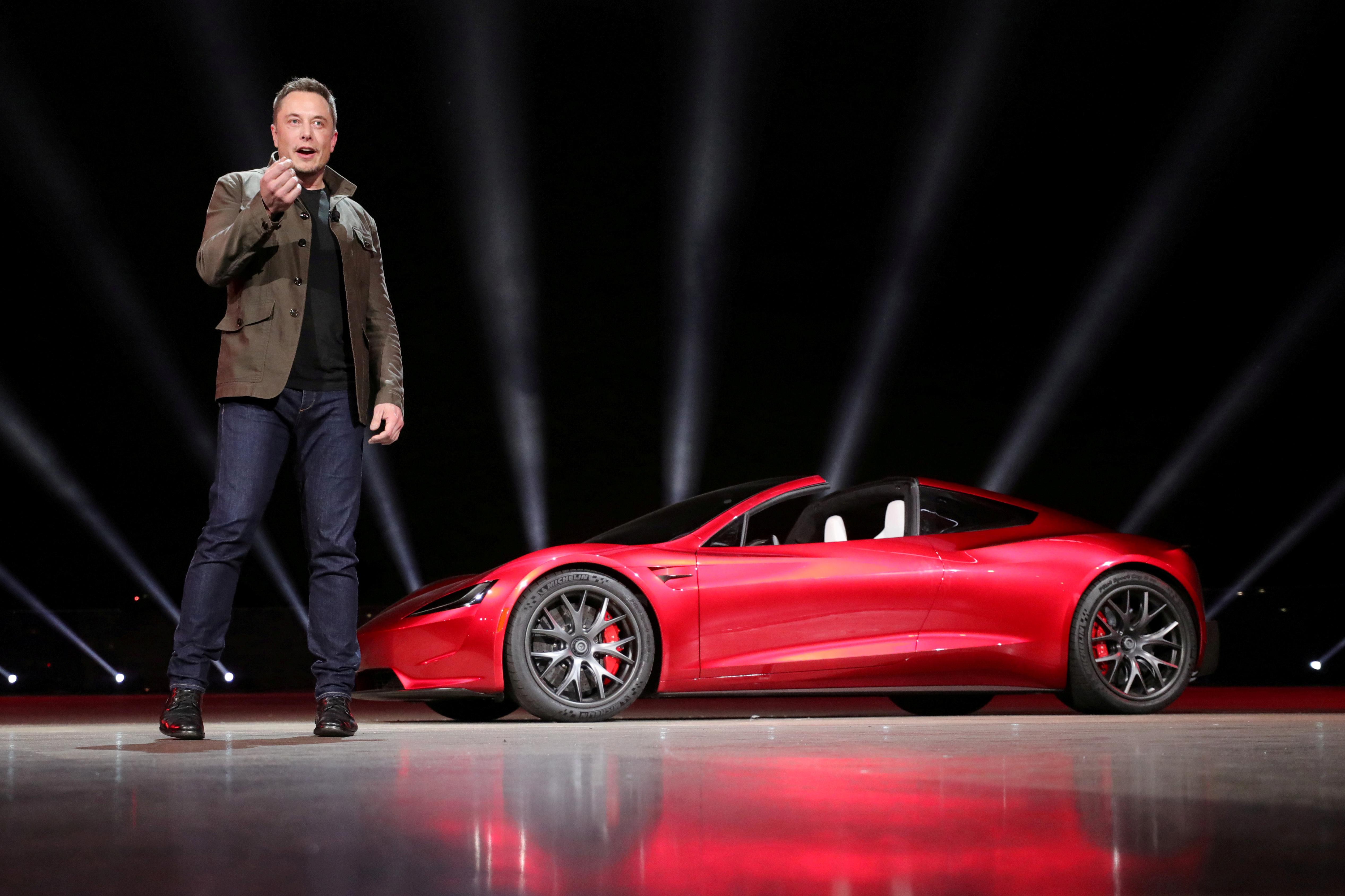 Elon Musk ispred Tesla Roadstera