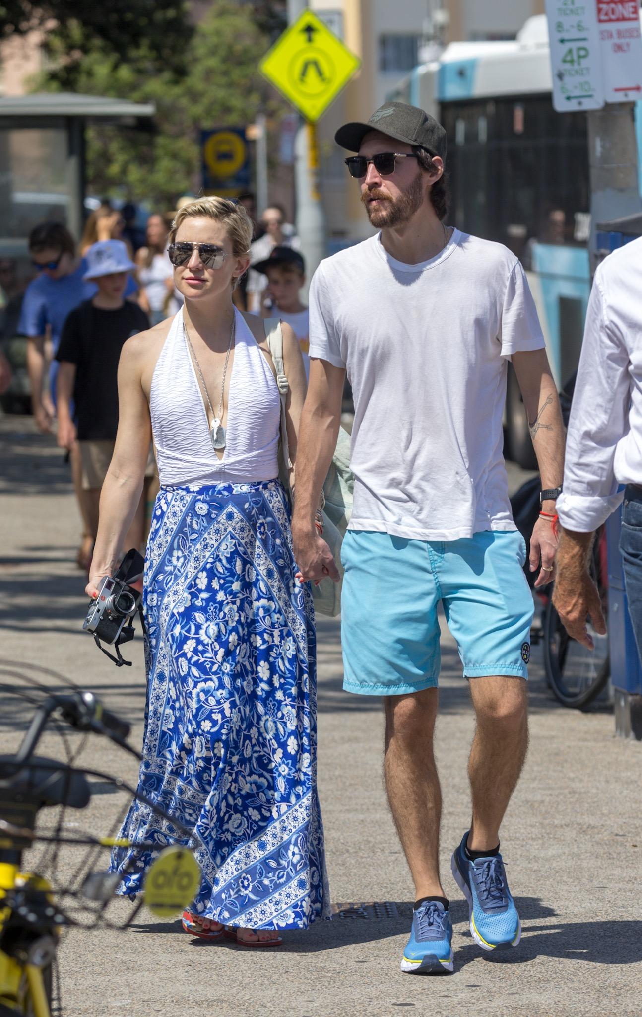 *NO MAIL ONLINE* Kate Hudson and boyfriend, Danny Fujikawa enjoy an afternoon stroll around Bondi in Australia  <P> Pictured: Kate Hudson, Danny Fujikawa <B>Ref: SPL1660195  180218  </B><BR/> Picture by: Media-Mode / Splash News<BR/> </P><P> <B>Splash News and Pictures</B><BR/> Los Angeles:310-821-2666<BR/> New York:212-619-2666<BR/> London:870-934-2666<BR/> <span id=