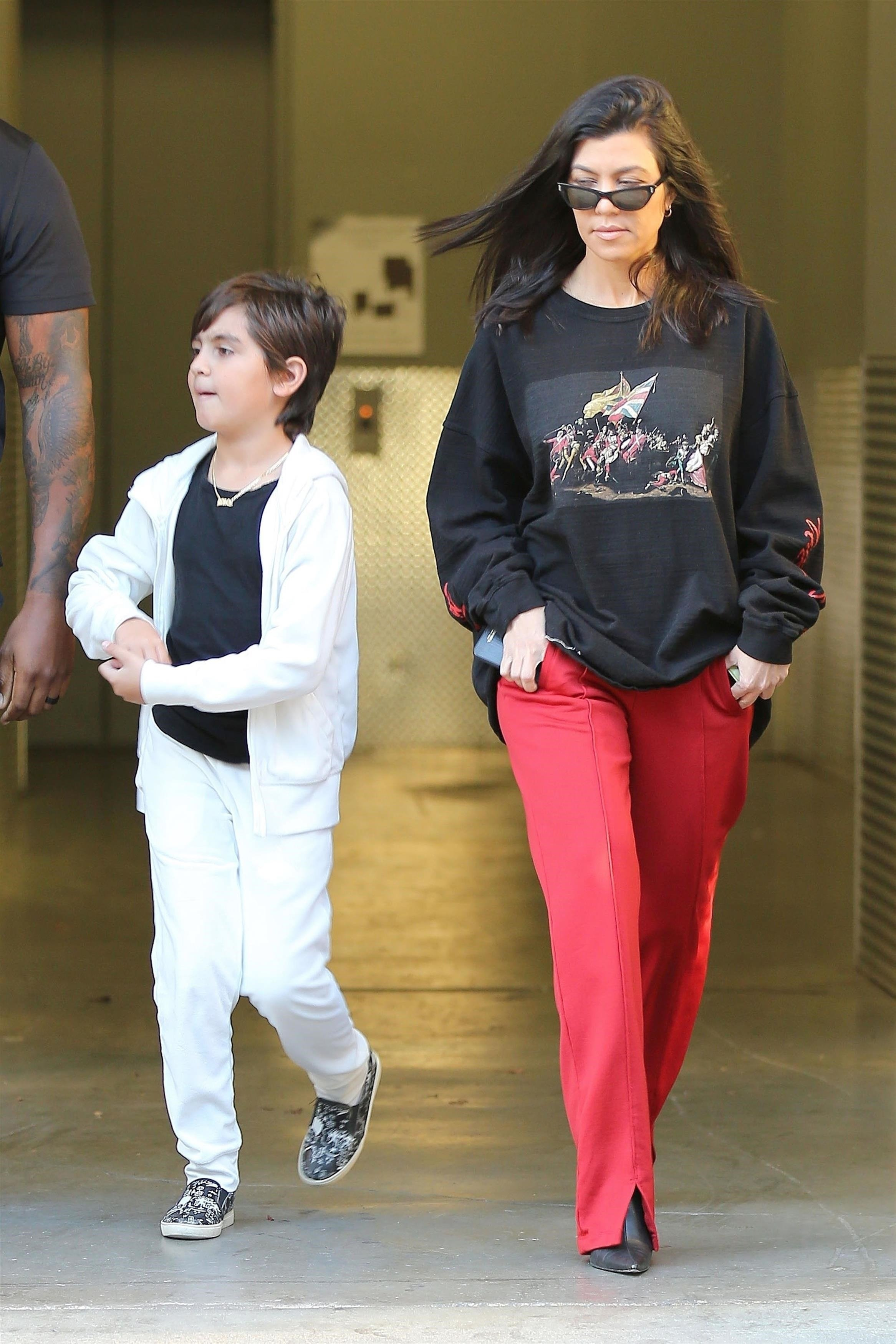 Calabasas, CA  - Kourtney Kardashian heads into her son Mason's weekly art class and both fight the windy conditions on their way in.  Pictured: Kourtney Kardashian, Mason Disick  BACKGRID USA 21 FEBRUARY 2018, Image: 363958745, License: Rights-managed, Restrictions: , Model Release: no, Credit line: Profimedia, AKM-GSI