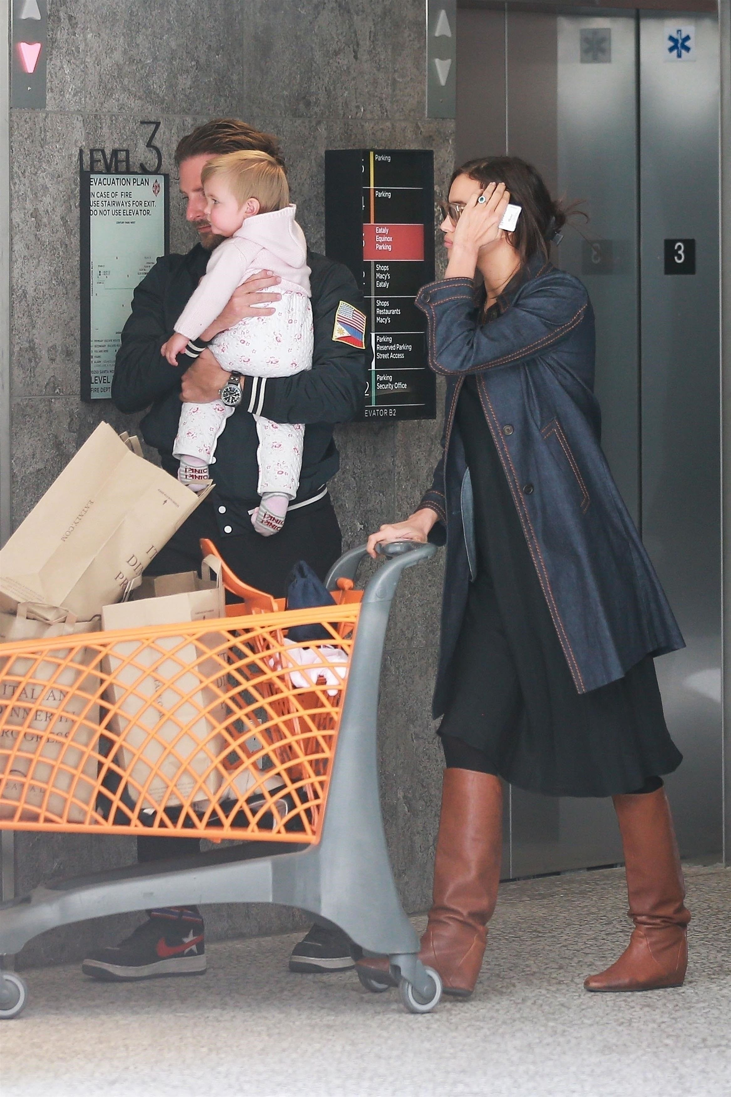 ** RIGHTS: WORLDWIDE EXCEPT IN ITALY ** Century City, CA  - *EXCLUSIVE*  - Bradley Cooper and Irina Shayk have a casual lunch with their daughter in Century City, CA. The family are seen heading to their car after grabbing some groceries.  Pictured: Lea De Seine Shayk Cooper, Bradley Cooper, Irina Shayk    *UK Clients - Pictures Containing Children Please Pixelate Face Prior To Publication*, Image: 364065763, License: Rights-managed, Restrictions: , Model Release: no, Credit line: Profimedia, AKM-GSI