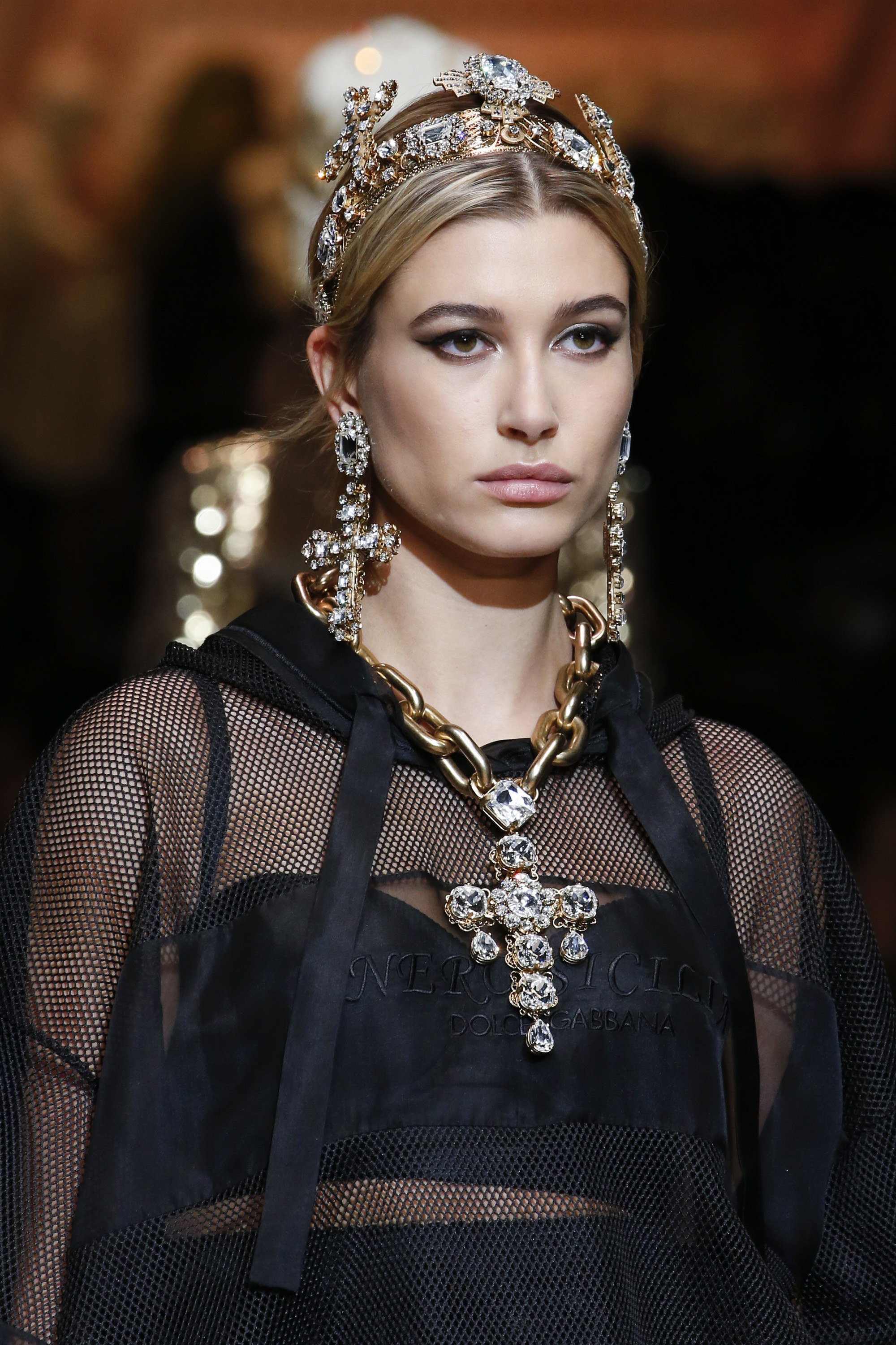 MILANO-Dolce & Gabbana Runway, Fall Winter 2018, Milan Fashion Week, Italy -  Model on the catwalk -Hailey Baldwin-Cara Taylor,   <P> Pictured: Models,Hailey Baldwin <B>Ref: SPL1663598  260218  </B><BR/> Picture by: NPictures / Splash News<BR/> </P><P> <B>Splash News and Pictures</B><BR/> Los Angeles:310-821-2666<BR/> New York:212-619-2666<BR/> London:870-934-2666<BR/> <span id=