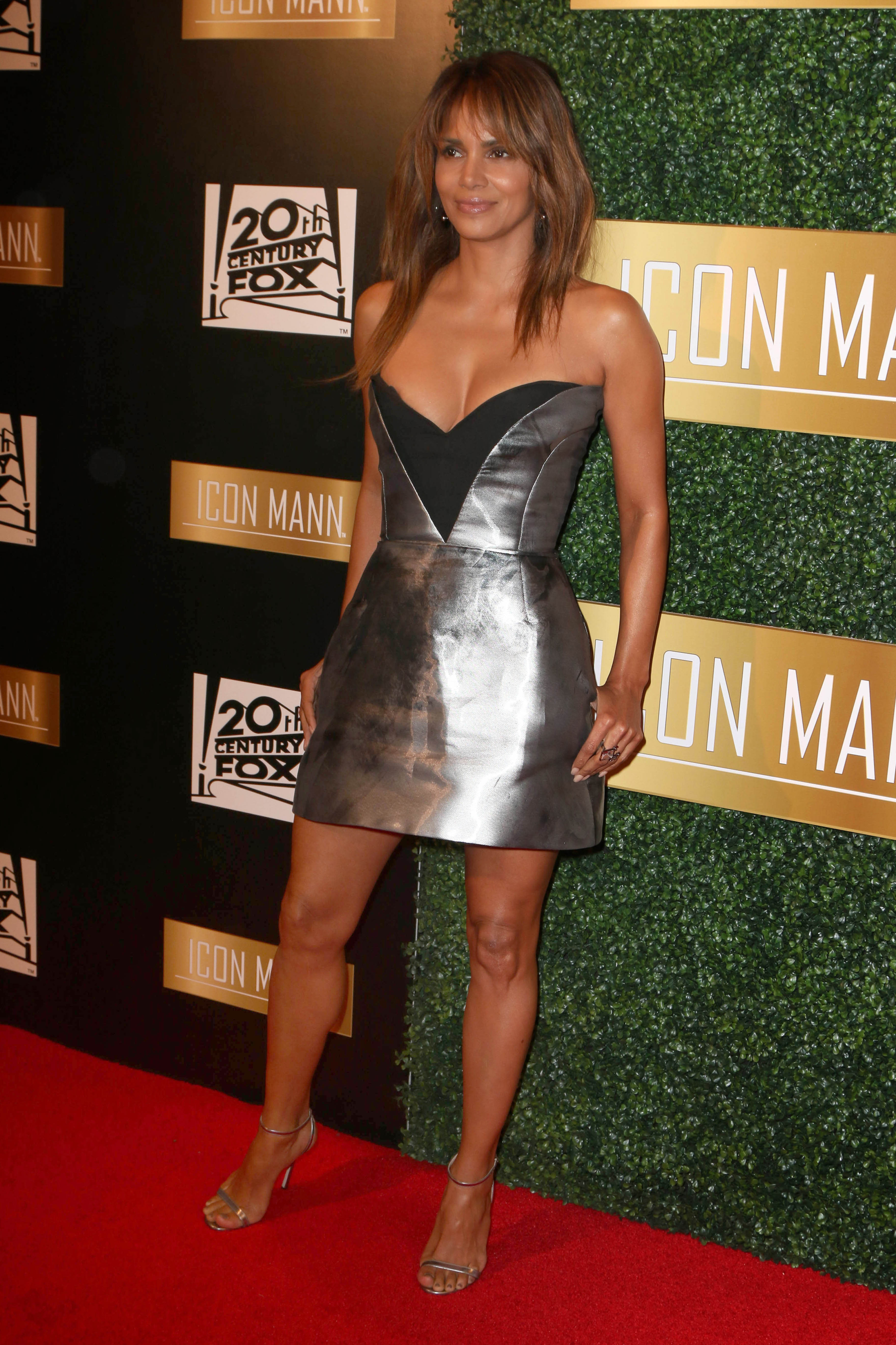 Halle Berry at the 6th Annual ICON MANN Pre-Oscar Dinner, Beverly Wilshire hotel <P> Pictured: Halle Berry <B>Ref: SPL1665128  280218  </B><BR/> Picture by: Splash News<BR/> </P><P> <B>Splash News and Pictures</B><BR/> Los Angeles:310-821-2666<BR/> New York:212-619-2666<BR/> London:870-934-2666<BR/> <span id=