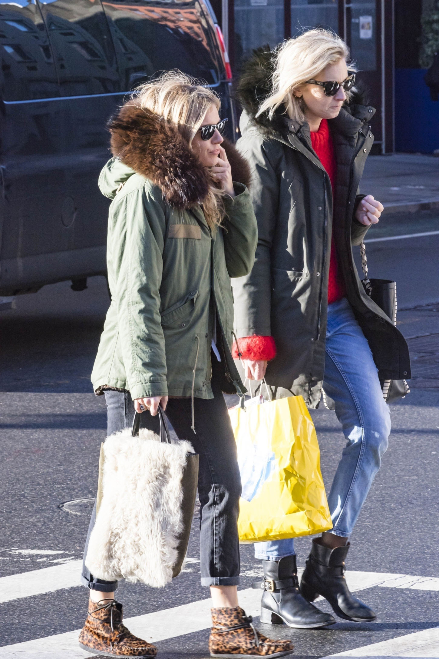 New York, NY  - *EXCLUSIVE* The always stylish Sienna Miller spotted in the