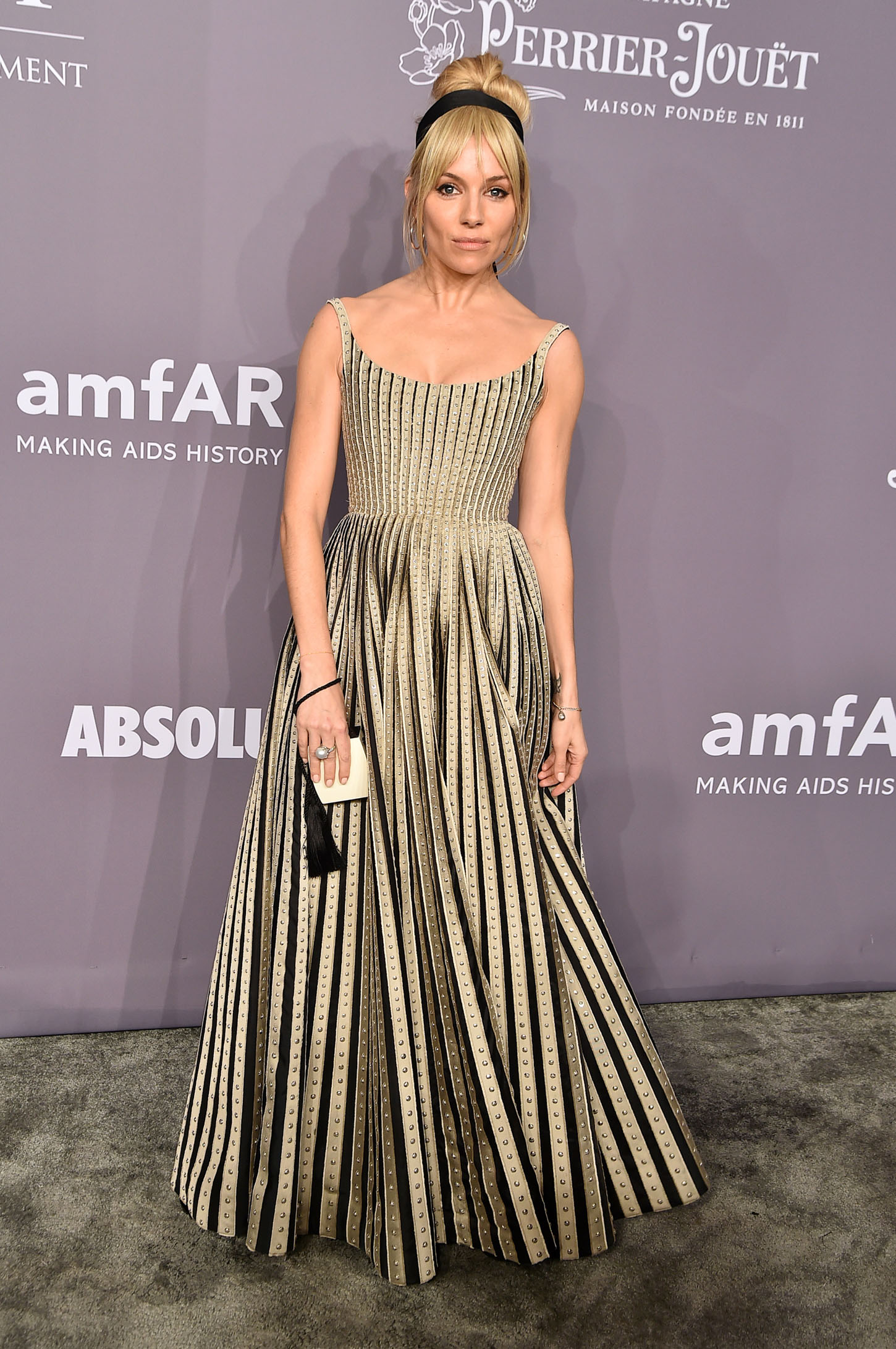 NEW YORK, NY - FEBRUARY 07:  Sienna Miller attends the 2018 amfAR Gala New York at Cipriani Wall Street on February 7, 2018 in New York City.  (Photo by Theo Wargo/Getty Images)