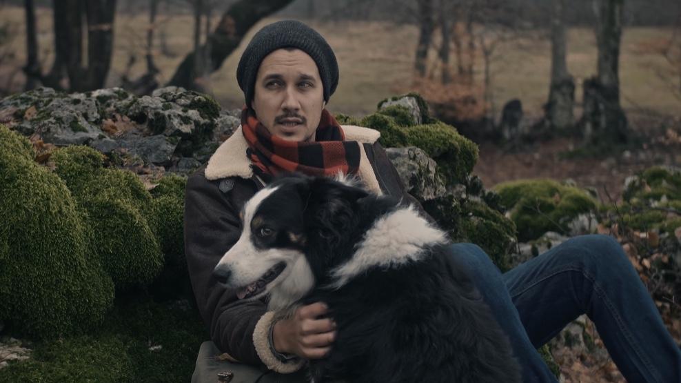 U novom spotu glumi njegov kućni ljubimac Bob