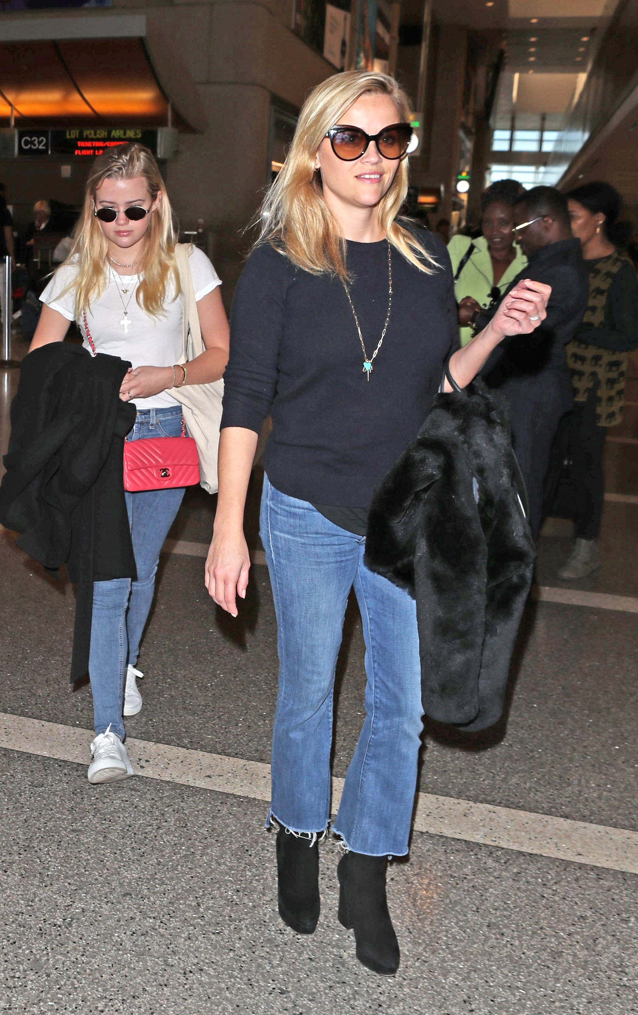 Tuesday, November 21, 2017 - Reese Witherspoon and hubby Jim Toth catch a flight out of L.A. wth their son Tennessee, and Reese's daughter Ava Phillippe headed out of town for the Thanksgiving holiday. Reese looks lovely in a casual black top, blue jeans and black ankle boots. Tennessee is super cute in a straw hat and striped tee! NICEPAPGIO/X17online.com