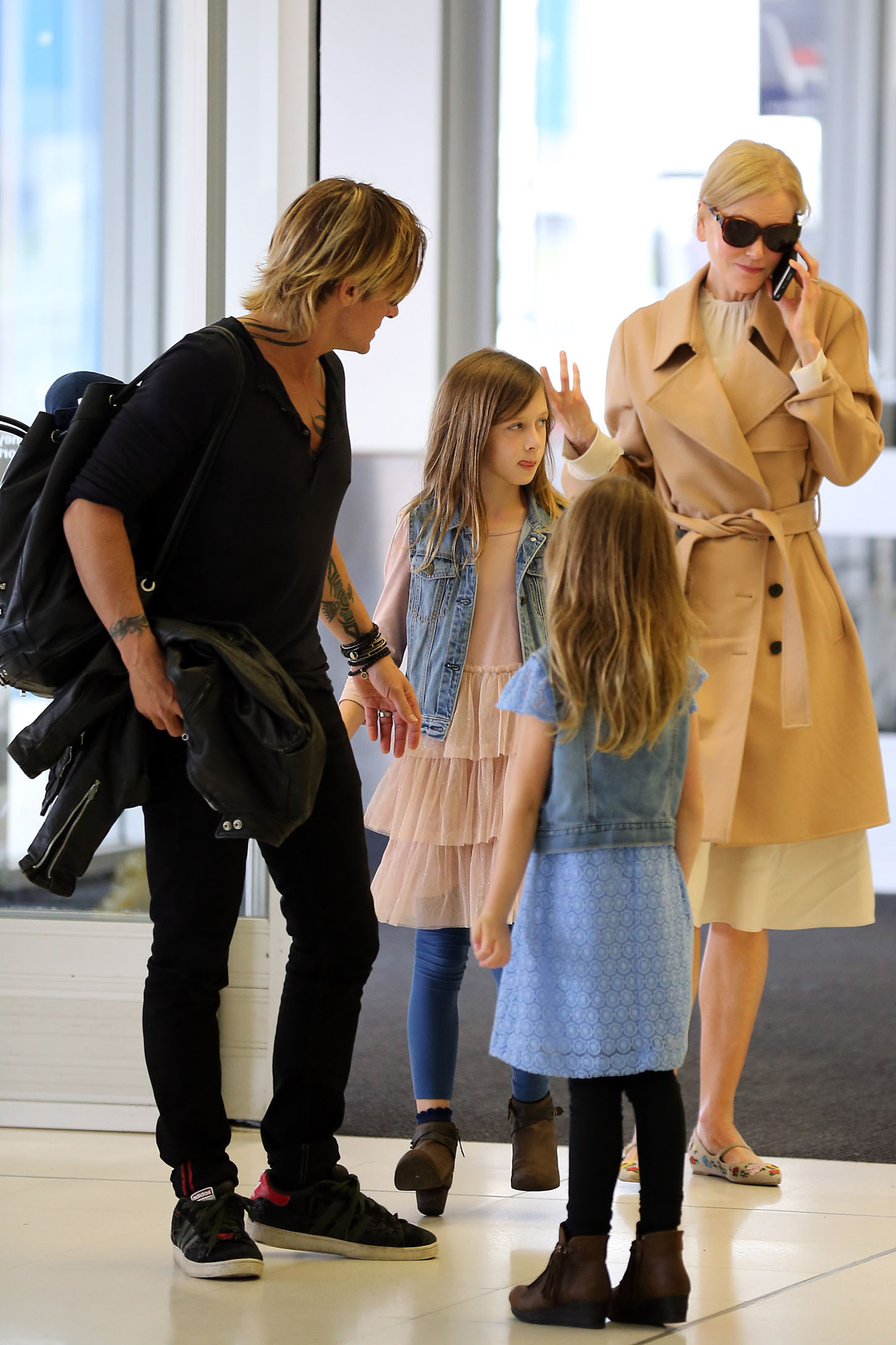 Sydney, NSW -3/28/2017 - Nicole Kidman and Keith Urban with Daughters at Sydney Airport  .PICTURED: Nicole Kidman, Keith Urban, Sunday Rose Kidman Urban, Faith Margaret Kidman Urban -, Image: 326768728, License: Rights-managed, Restrictions: , Model Release: no, Credit line: Profimedia, INSTAR Images