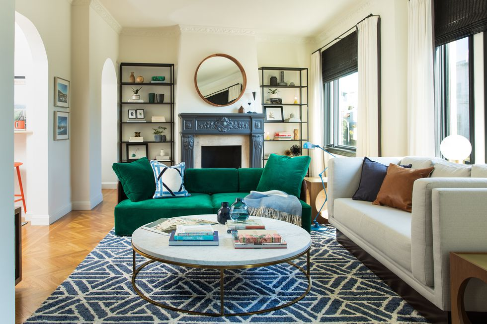 san-francisco-bachelor-pad-couch-1519336204
