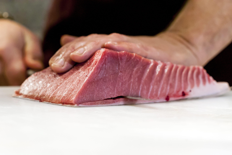 Pazin, 140318. Edukacijski gastronomski centar Istre. Transiranje tune i priprema jela. Na fotografiji: panceta. Foto: Tomislav Kristo / CROPIX