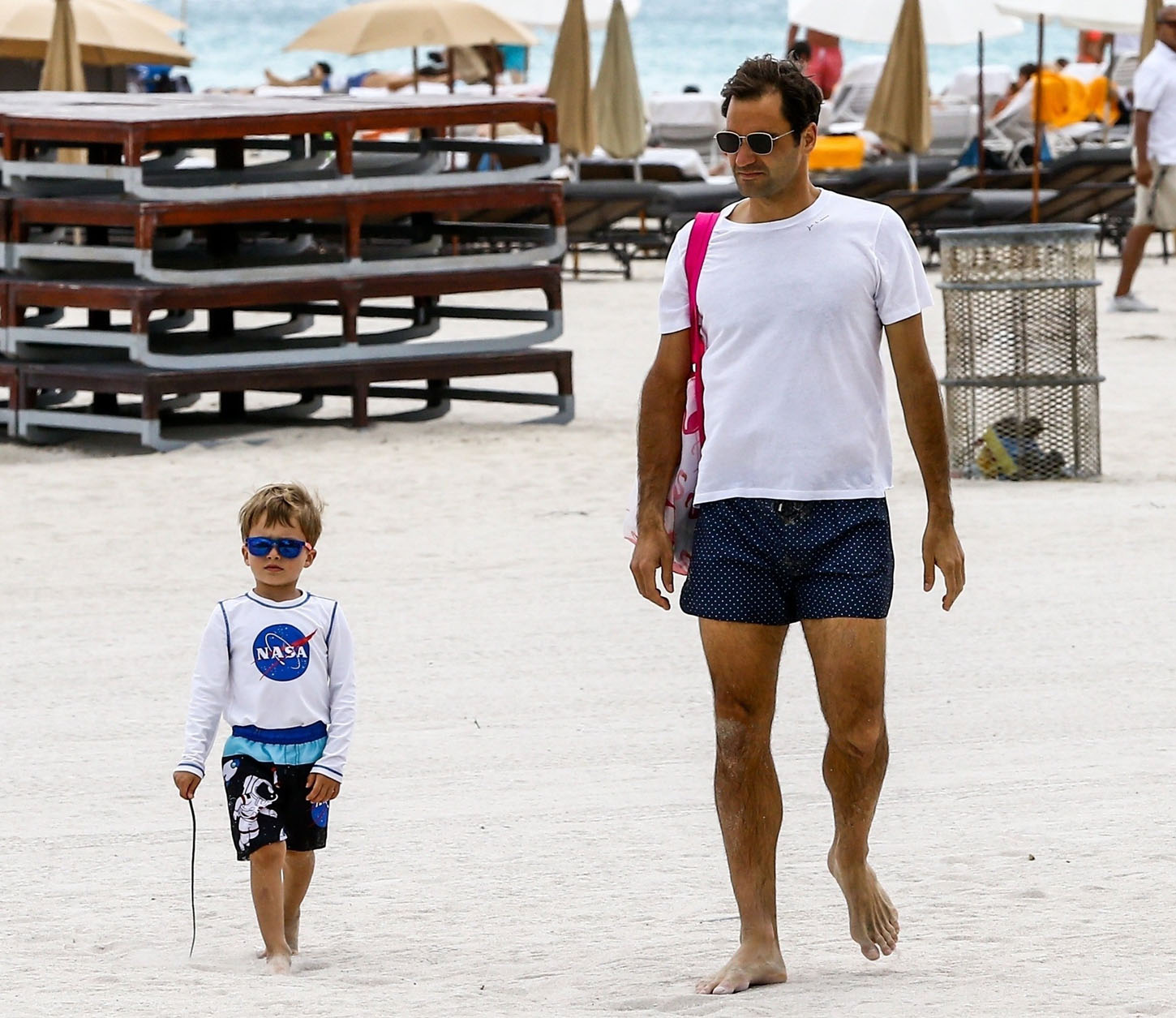 Miami Beach, FL  - Tennis champion Roger Federer is spotted leaving with one of his twin boys after enjoying a sunny day on the beach in Miami, Florida.  Pictured: Roger Federer  BACKGRID USA 21 MARCH 2018, Image: 366560534, License: Rights-managed, Restrictions: , Model Release: no, Credit line: Profimedia, AKM-GSI