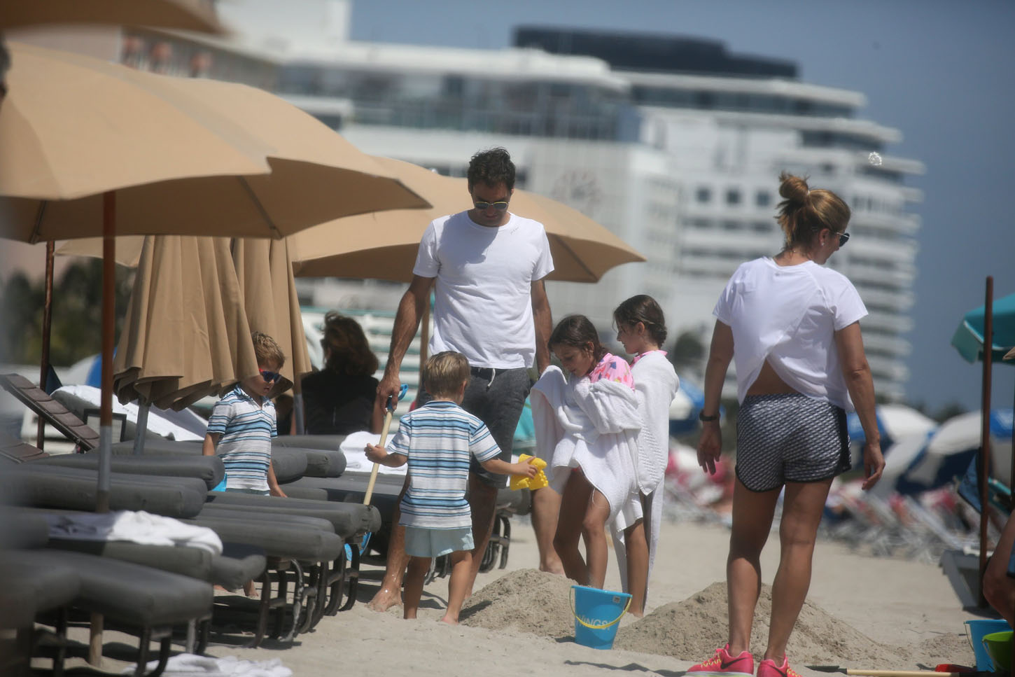 EXCLUSIVE: Roger Federer takes his wife, Mika, and their four children Charlene, Leo, Lenny and Myla,  to the beach in Miami. 21 Mar 2018, Image: 366562031, License: Rights-managed, Restrictions: World Rights, Model Release: no, Credit line: Profimedia, Mega Agency