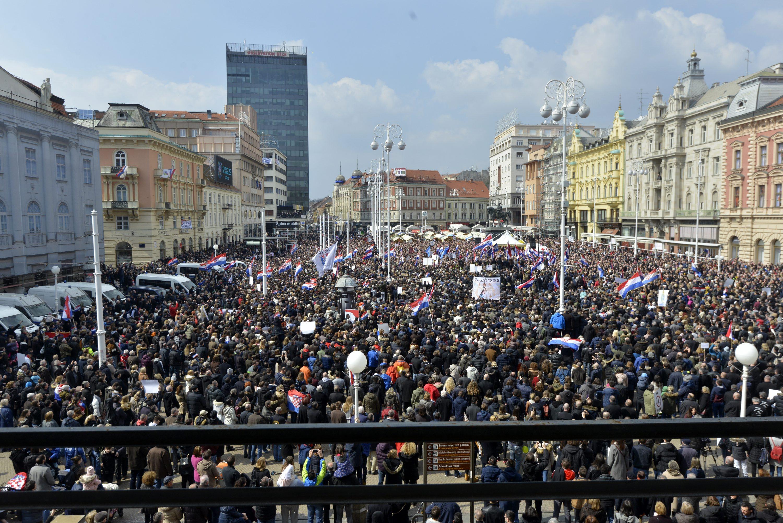 Prosvjedni skup protiv Istanbulske konvencije na Trgu bana Josipa Jelačića