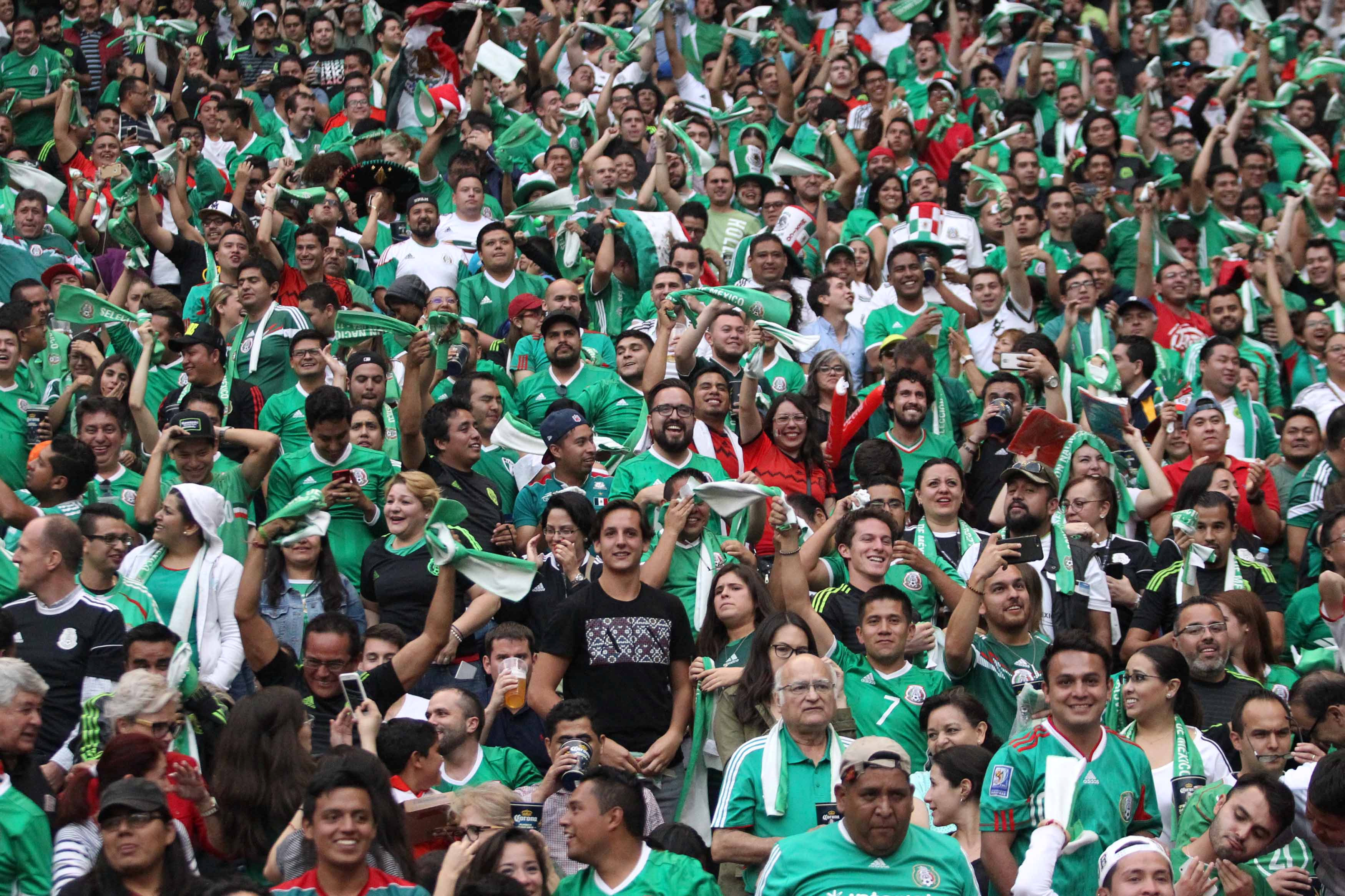 2017-06-12T011715Z_1595960106_RC16E881F600_RTRMADP_3_SOCCER-WORLDCUP-MEX-USA