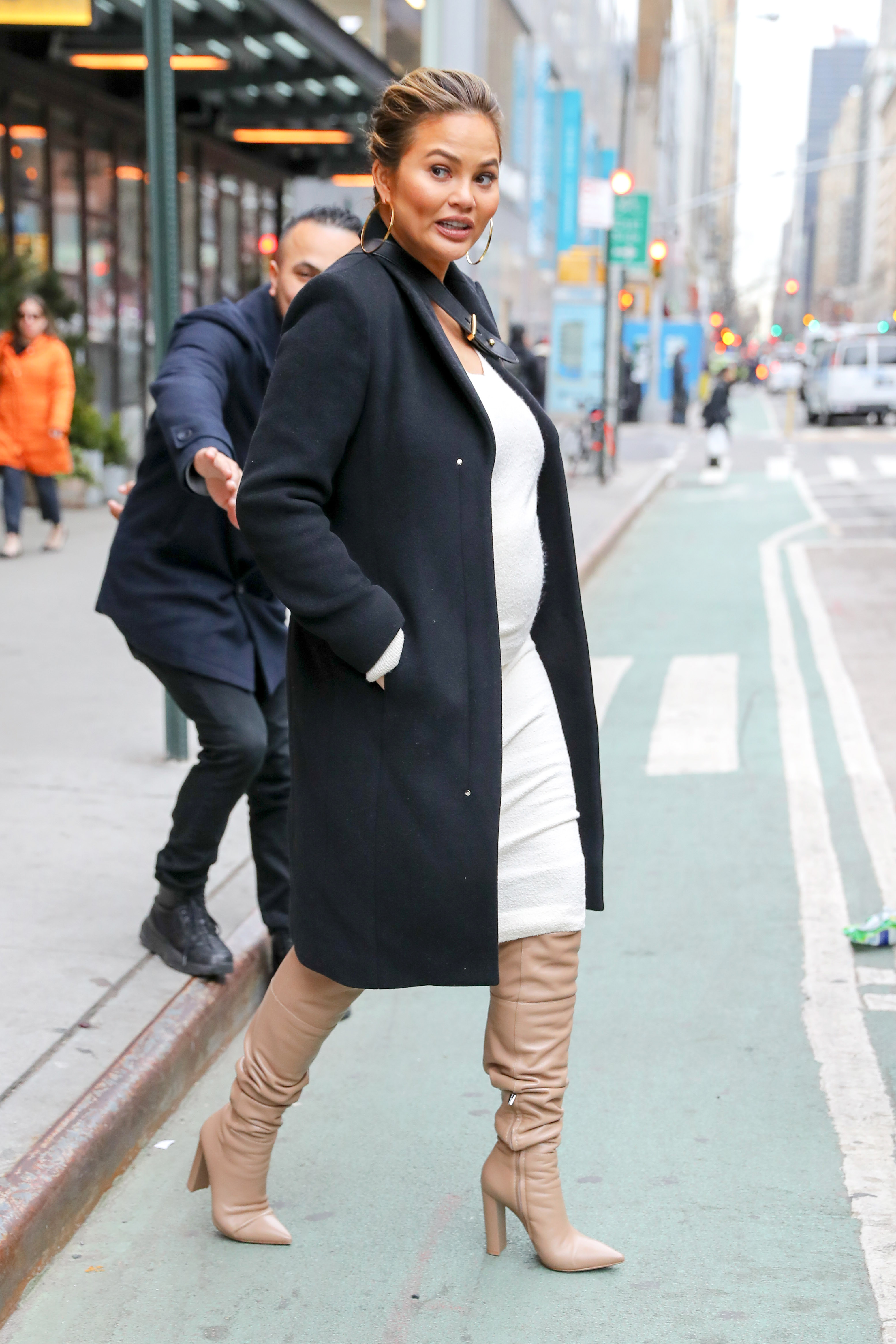 Chrissy Teigen was spotted leaving a meting in New York City, Chrissy was been help by a doorman from a cyclists <P> Pictured: Chrissy Teigen <B>Ref: SPL1676583  280318  </B><BR/> Picture by: Felipe Ramales / Splash News<BR/> </P><P> <B>Splash News and Pictures</B><BR/> Los Angeles:310-821-2666<BR/> New York:212-619-2666<BR/> London:870-934-2666<BR/> <span id=