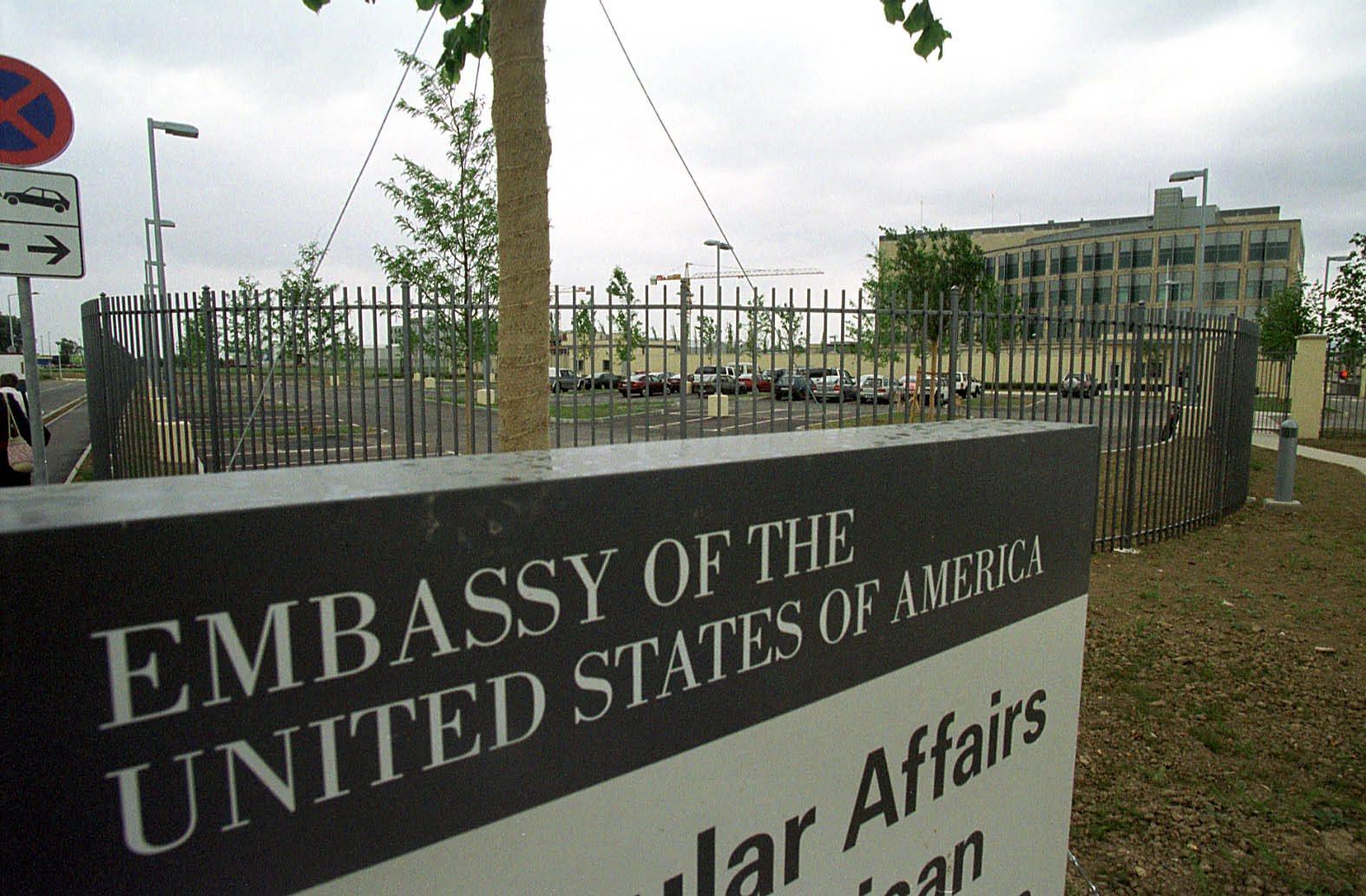 americka_ambasada52005-desk