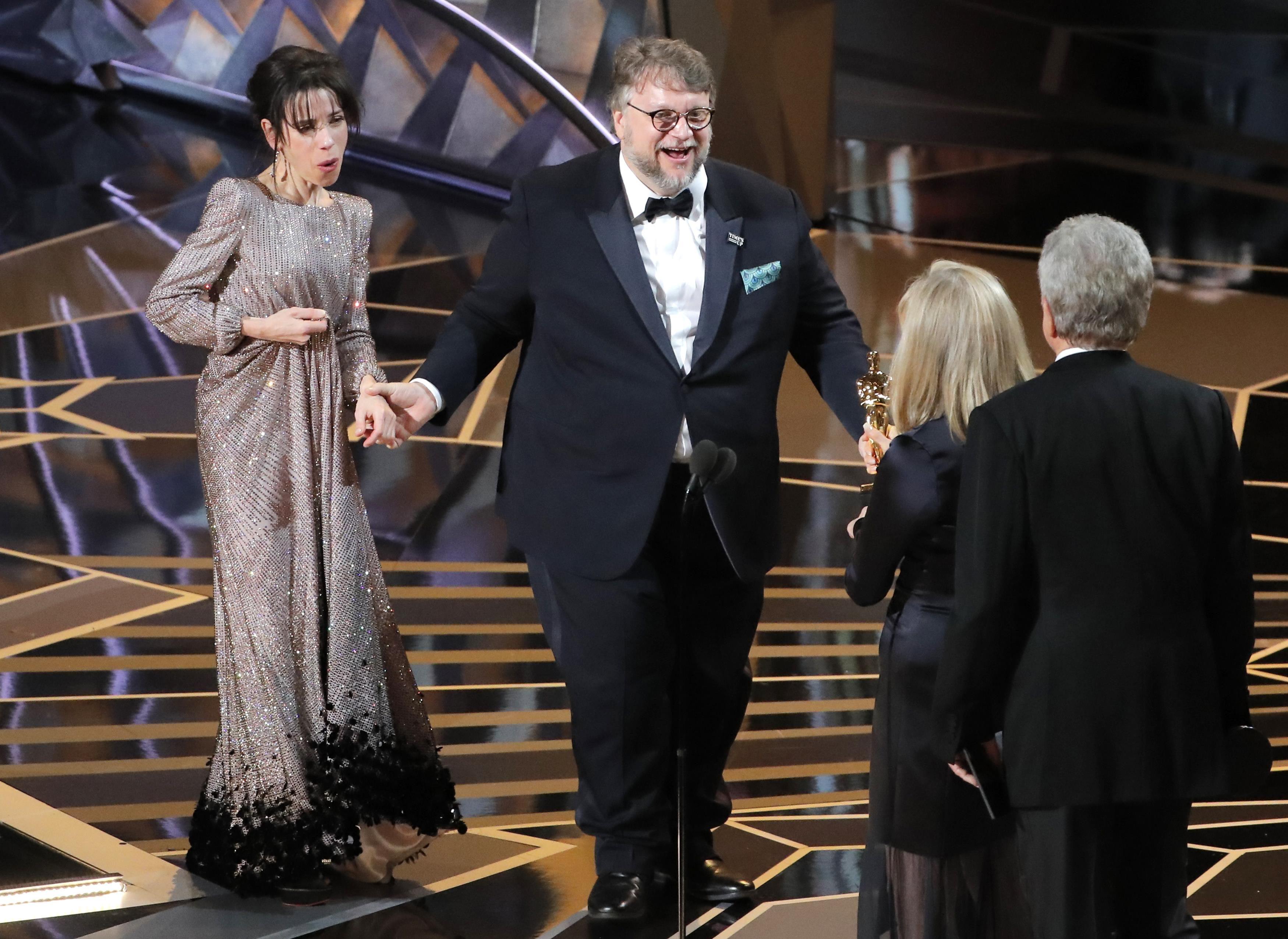 Guillermo del Toro preuzima Oscara za najbolji film
