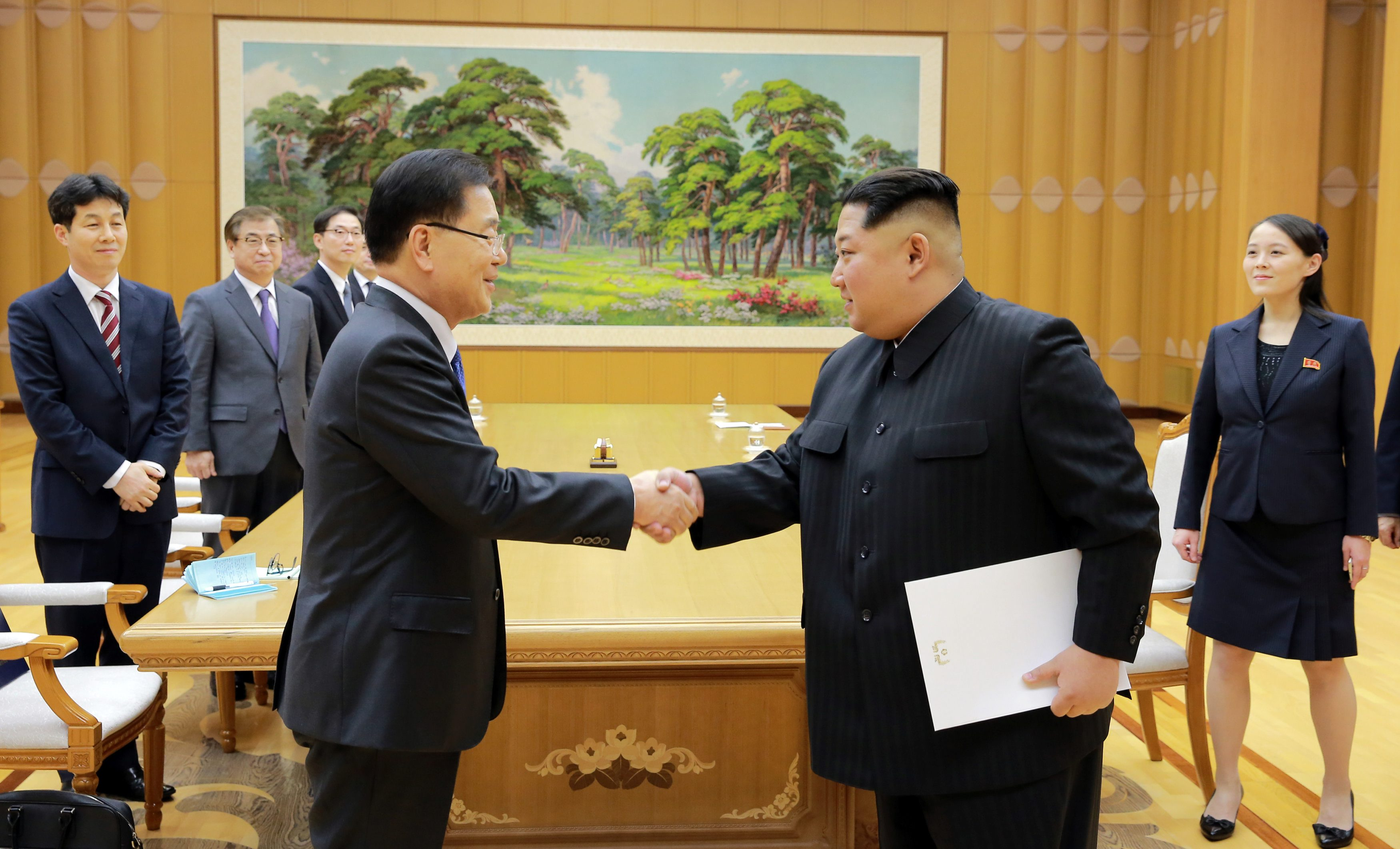 North Korean leader Kim Jong Un greets Chung Eui-yong, head of the presidential National Security Office, in Pyongyang, North Korea, March 6, 2018.     The Presidential Blue House/Yonhap via REUTERS   ATTENTION EDITORS - THIS IMAGE HAS BEEN SUPPLIED BY A THIRD PARTY. SOUTH KOREA OUT. NO RESALES. NO ARCHIVE.