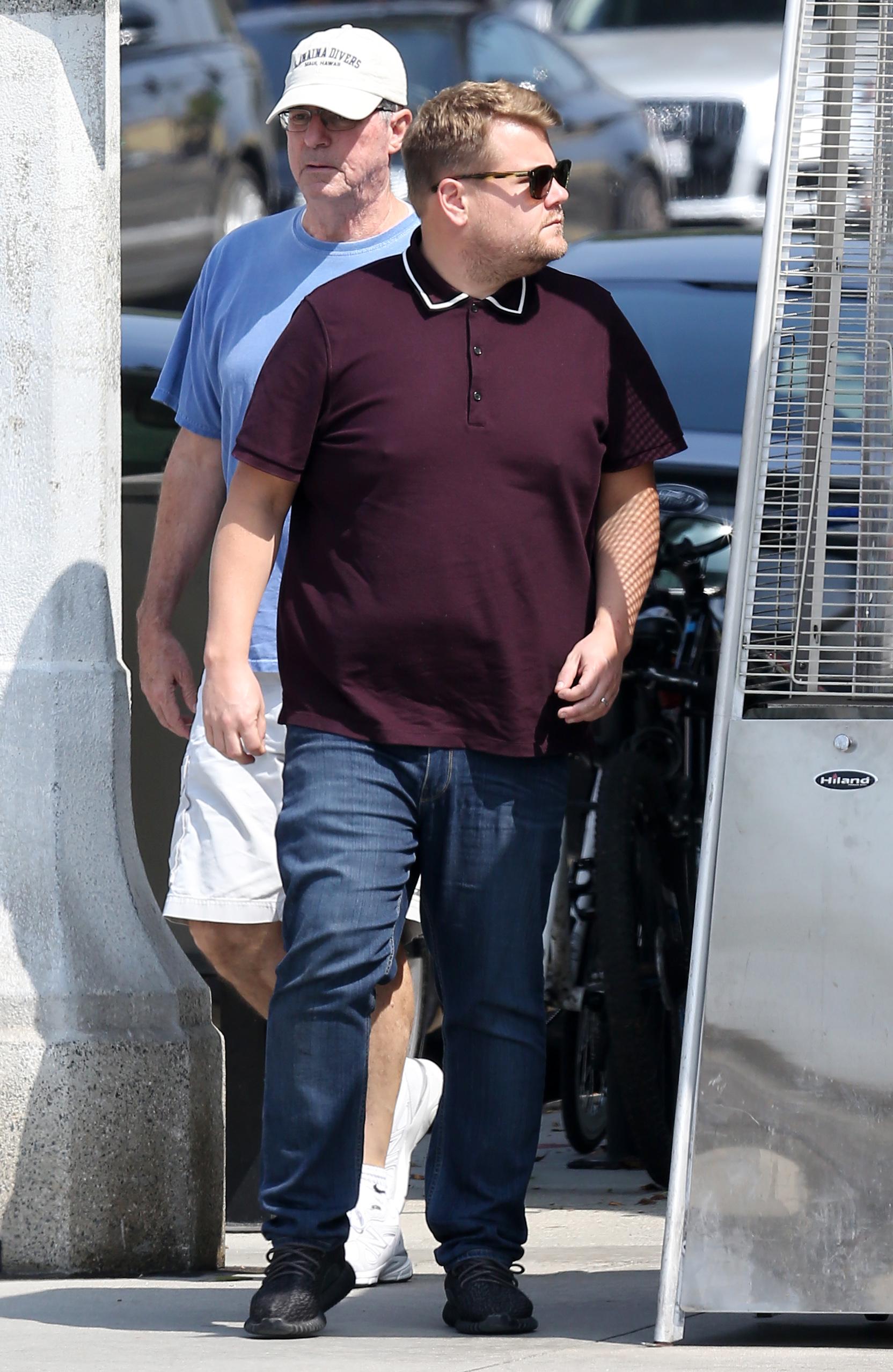 James Corden u šetnji