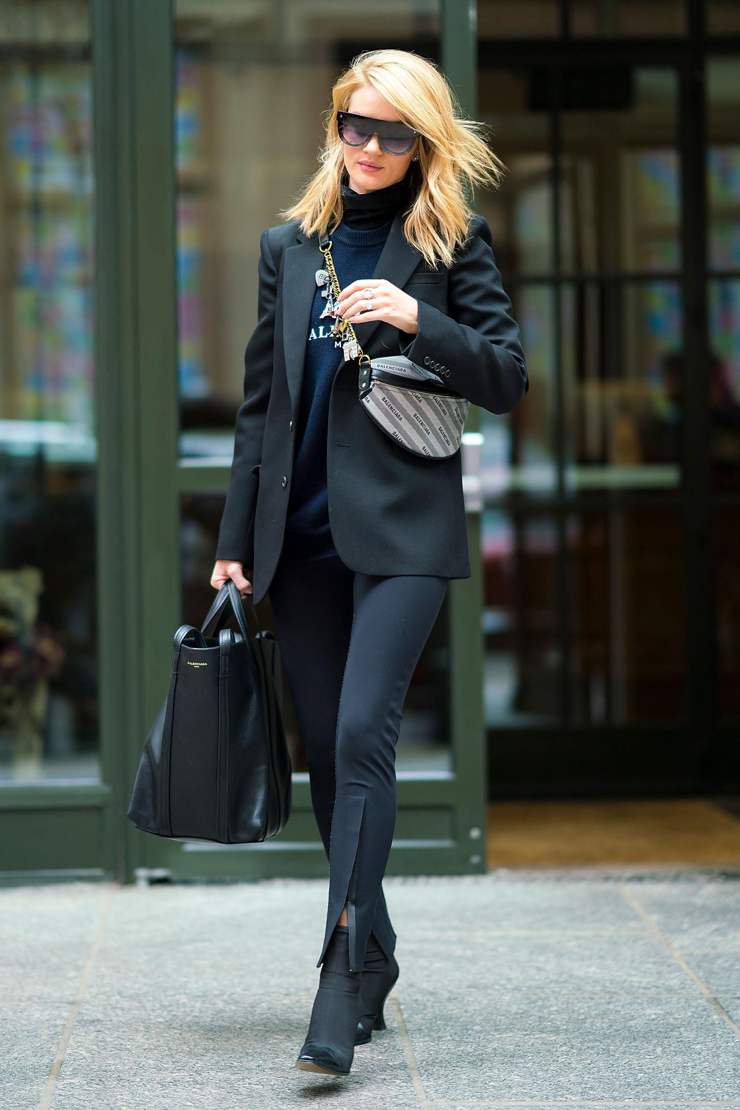 Torba i majica Balenciaga, hlače i blejzer Wardrobe Nyc, cipele Celine