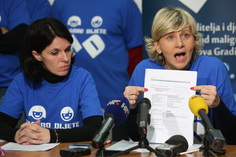 Osuđena Đurđa Siladi na fotografiji je desno.
