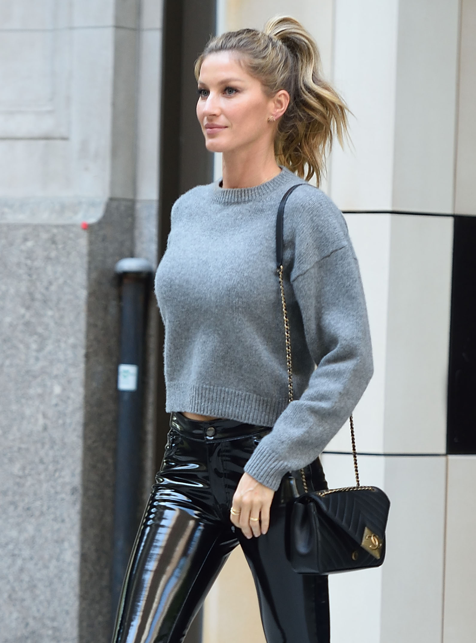 Gisele Bundchen heads to the Late Show with Jimmy Fallon in NYC. <P> Pictured: Gisele Bundchen <B>Ref: SPL1270963  270416  </B><BR/> Picture by: Ron Asadorian /Splash News<BR/> </P><P> <B>Splash News and Pictures</B><BR/> Los Angeles:310-821-2666<BR/> New York:212-619-2666<BR/> London:870-934-2666<BR/> <span id=