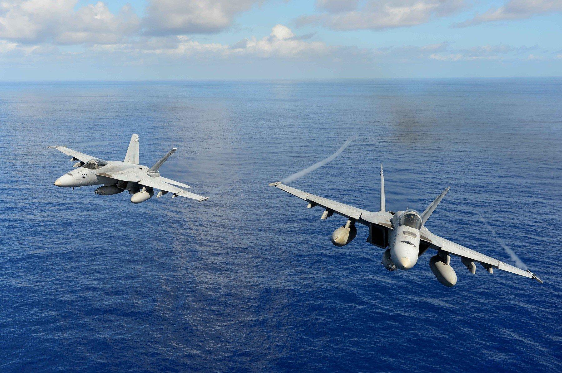 F/A-18 Hornet u letu
