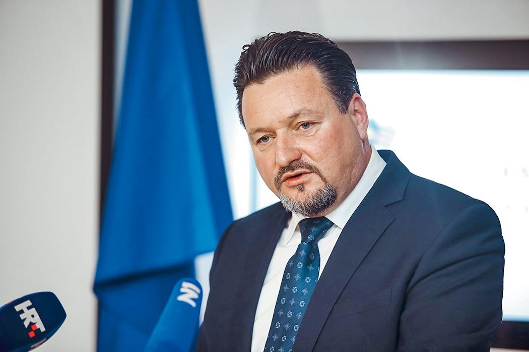 Ministar Lovro Kuščević