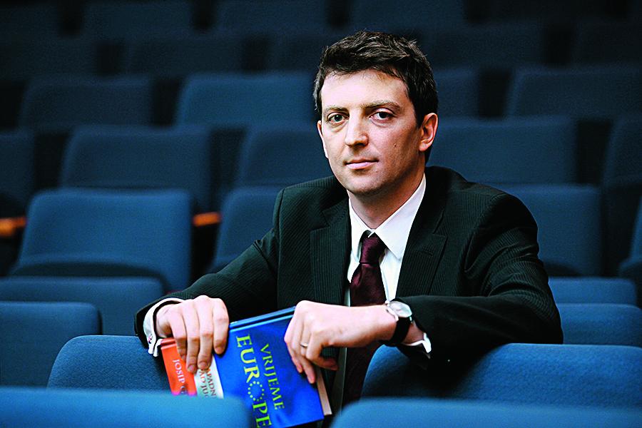 Zagreb, 270112. Zagrebacka skola ekonomije i managementa, Jordanovac 110. Profesor Josip Glaurdic autor je knjige