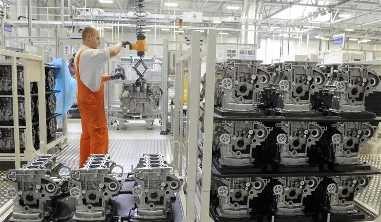 Radnik u slovačkoj tvornici automobila Kia