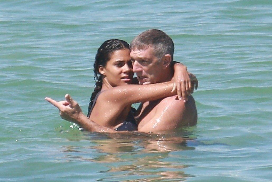 Zagrljeni u oceanu Vincent i Tina