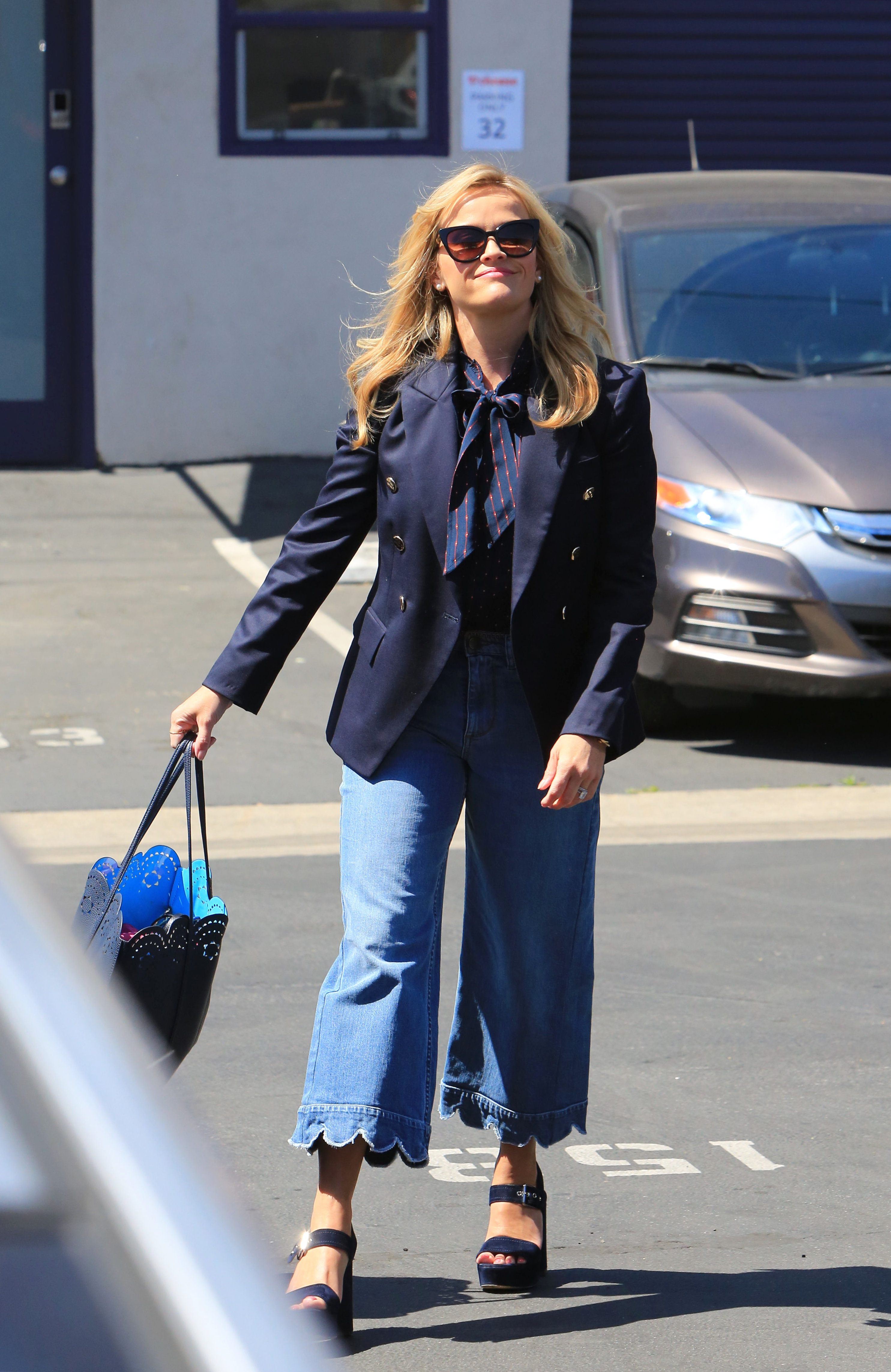 x17_reese_witherspoon_denim_041618_06