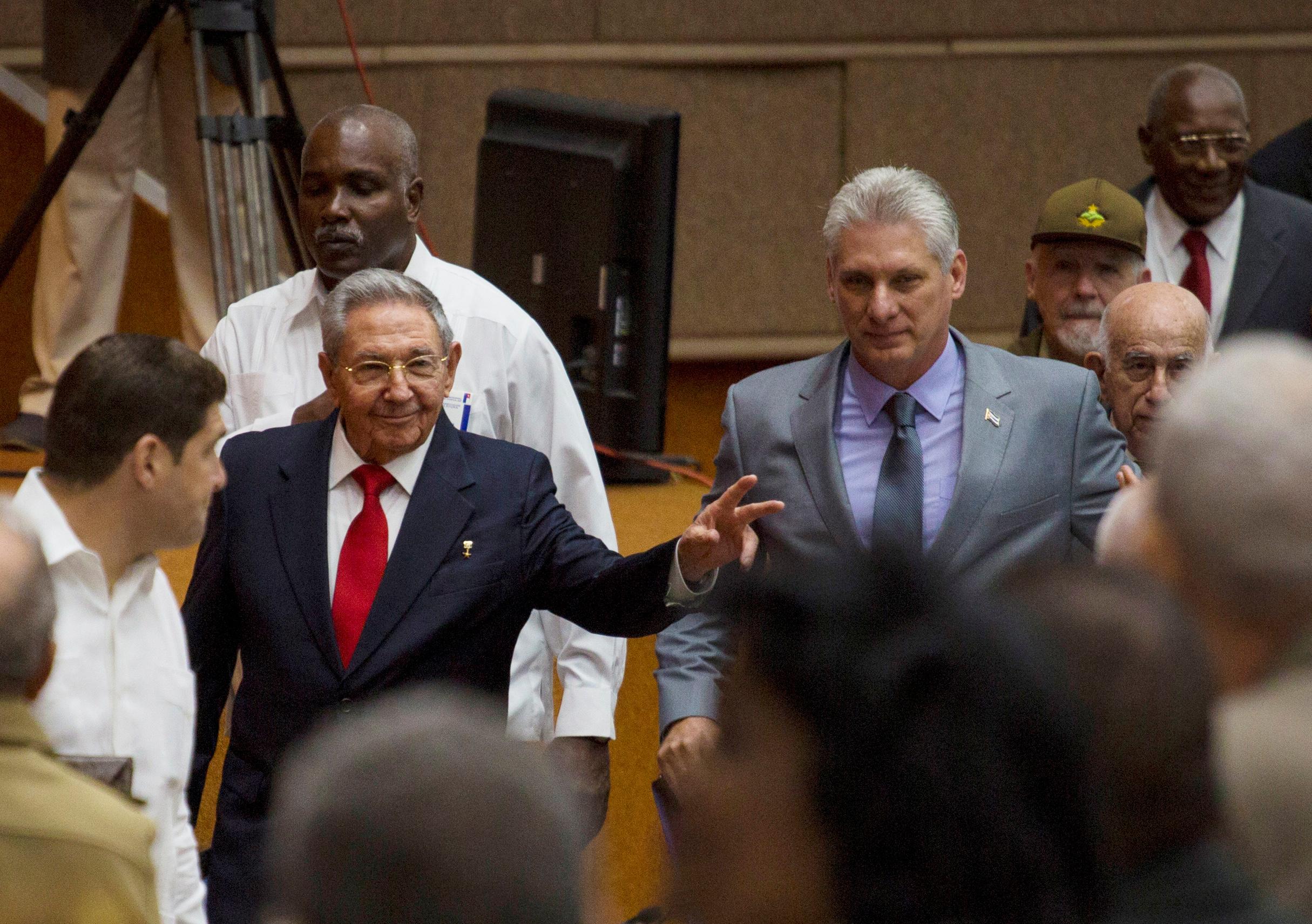 Raul Castro (lijevo) i Miguel Diaz-Canel (desno)