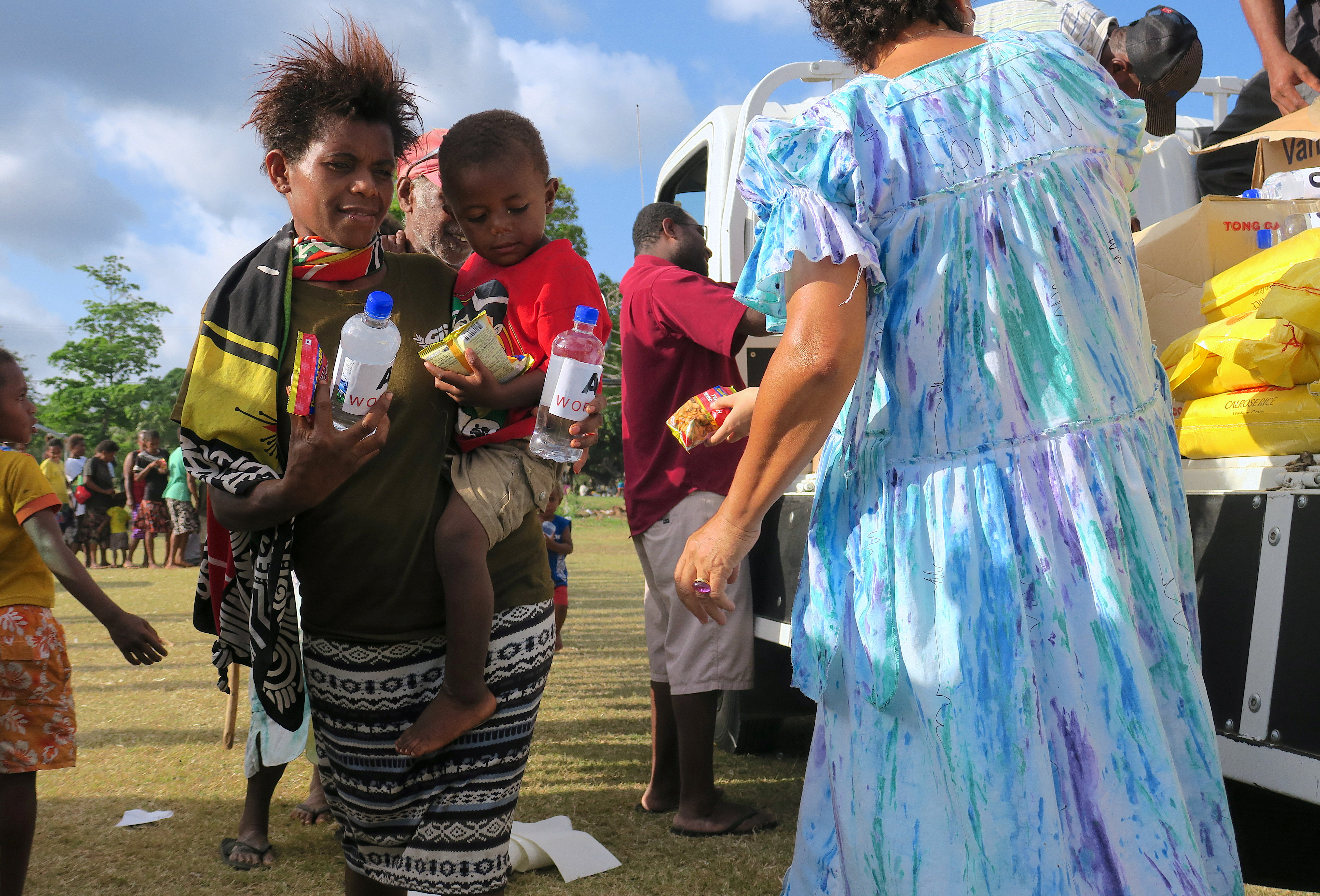 Residents evacuated due to the Manaro Voui volcano, located on Vanuatu's northern island Ambae, receive food and water at an evacuation center in Luganville, on Vanuatu's Espiritu Santo Island located in the South Pacific, October 3, 2017.   REUTERS/Ben Bohane - RC113B1F0000