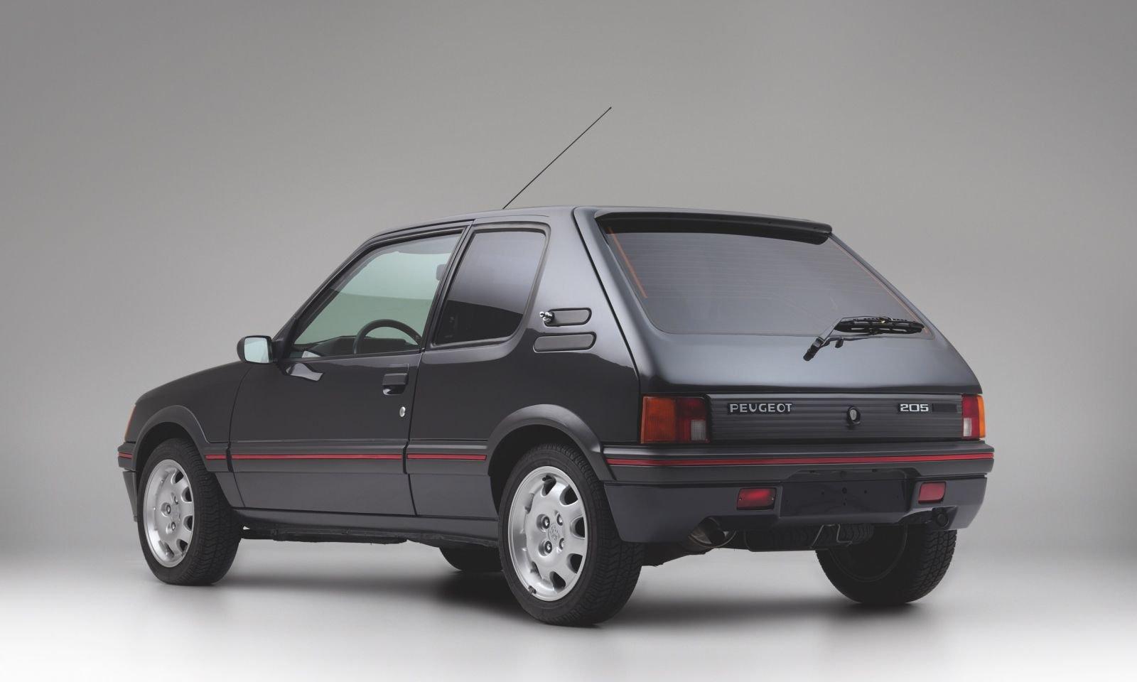 Peugeot-205-GTI-Armor-10