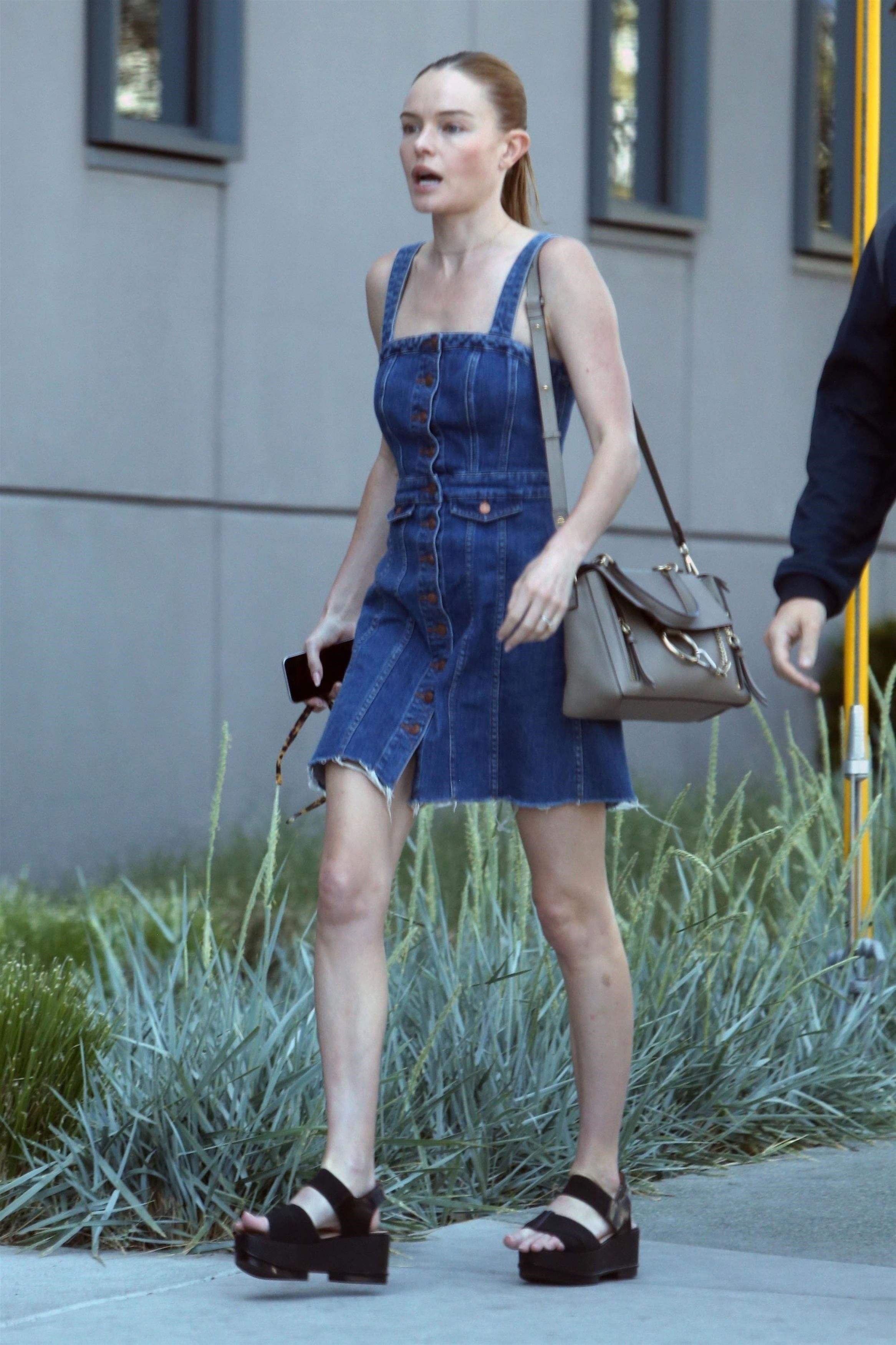 Hollywood, CA  - *EXCLUSIVE*  - Actress Kate Bosworth and a friend stop by the Viacom offices for a meeting in Hollywood. Kate looked cute in a denim dress and black platform sandals.  Pictured: Kate Bosworth    *UK Clients - Pictures Containing Children Please Pixelate Face Prior To Publication*, Image: 368981565, License: Rights-managed, Restrictions: , Model Release: no, Credit line: Profimedia, AKM-GSI