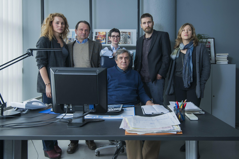 Tihana Lazović, Trpimir Jurkić, Olga Pakalović, Zijad Gračić, Goran Marković i Branka Katić na setu TV serije 'Novine'