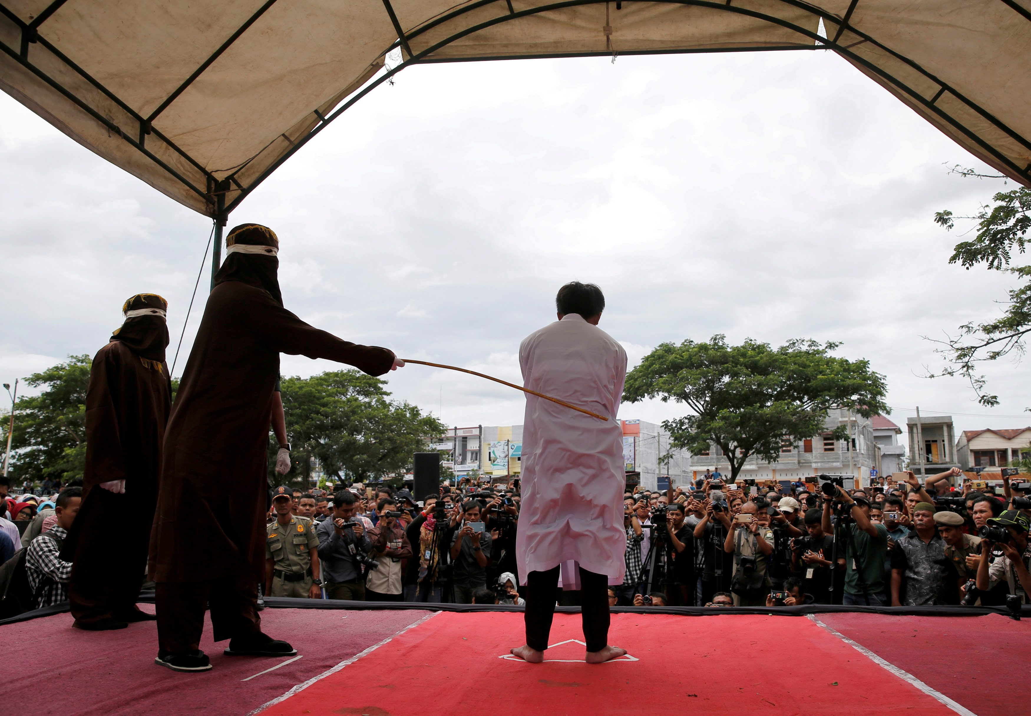 2018-04-12T080552Z_1973896491_RC1D576981B0_RTRMADP_3_INDONESIA-ACEH-CANING