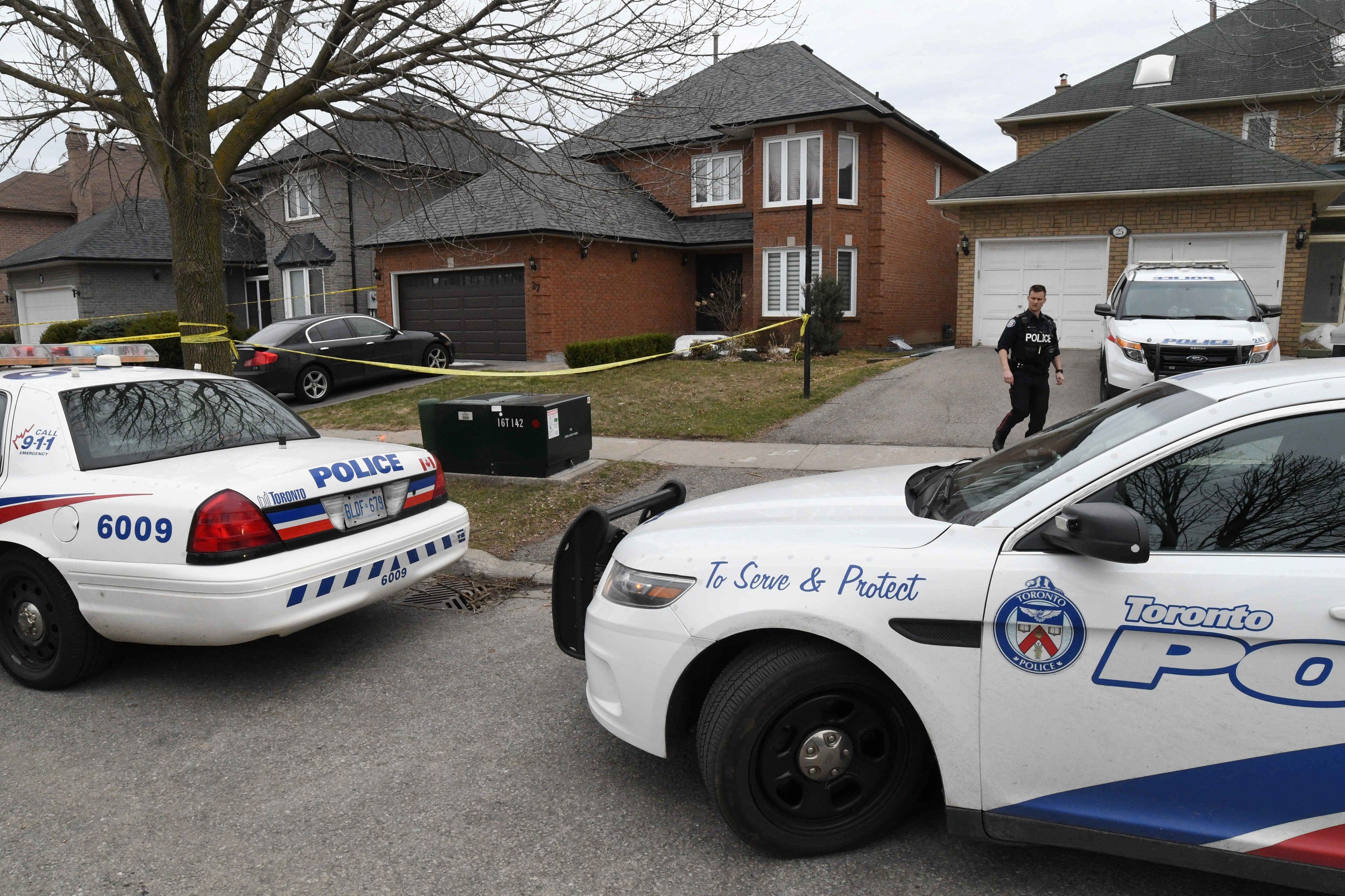 Police vehicles are parked in front of the home of Alek Minassian, a day after multiple people were struck along a major intersection northern Toronto, Ontario, Canada, April 24, 2018.   REUTERS/Saul Porto