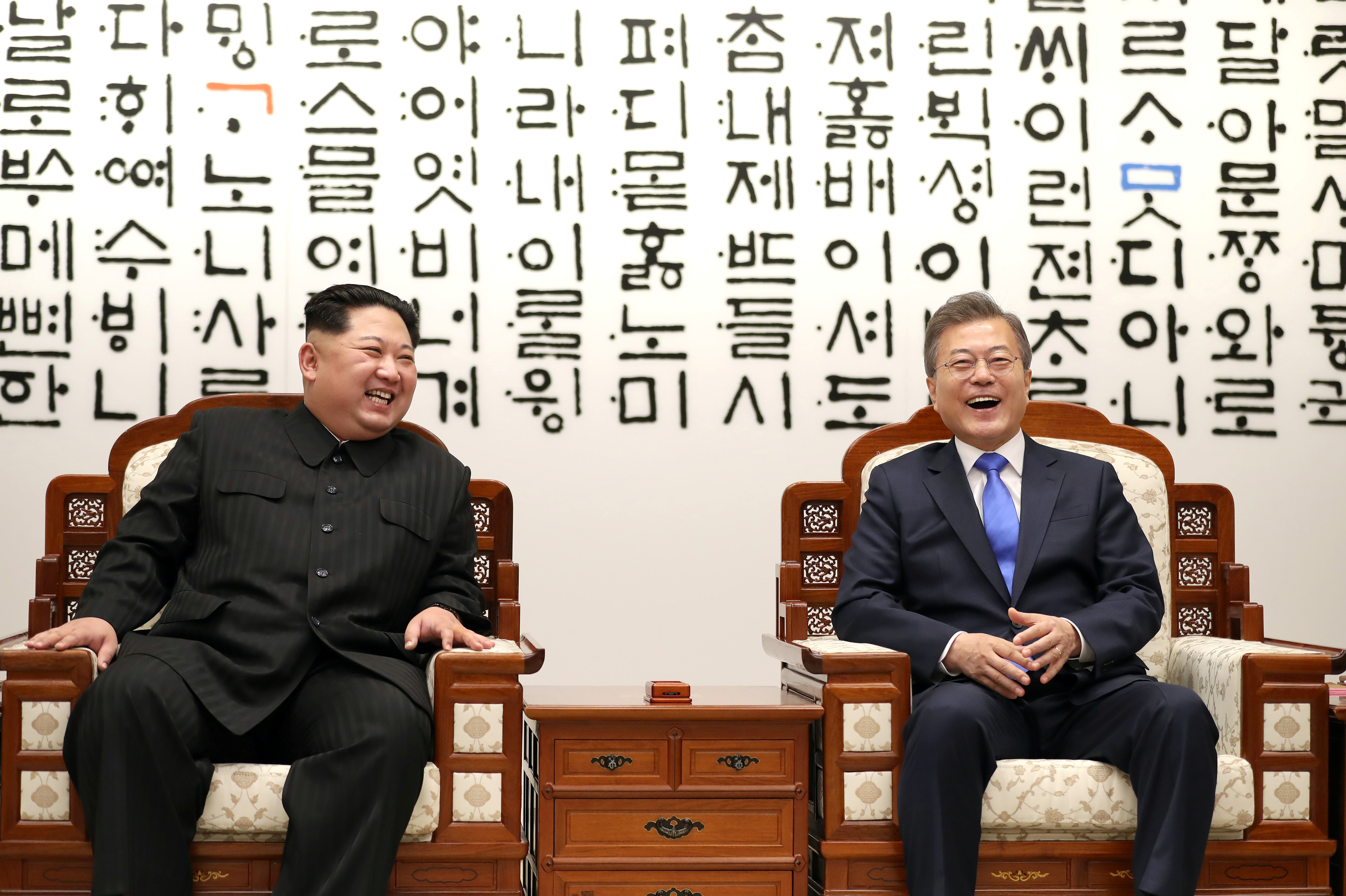 South Korean President Moon Jae-in talks with North Korean leader Kim Jong Un during their meeting at the Peace House at the truce village of Panmunjom inside the demilitarized zone separating the two Koreas, South Korea, April 27, 2018.   Korea Summit Press Pool/Pool via Reuters - RC144879C1C0