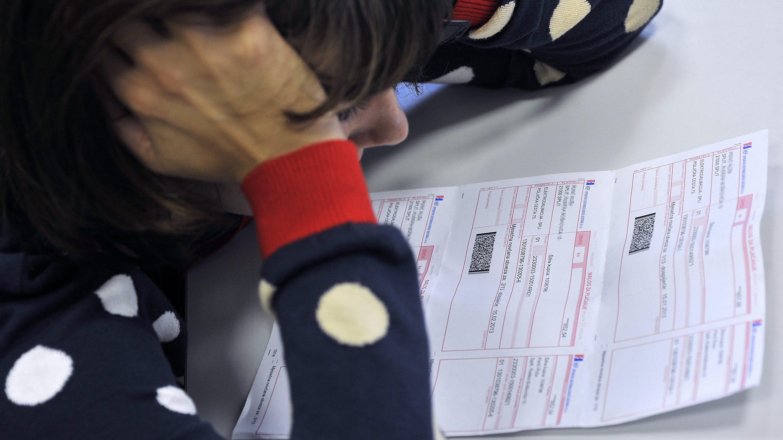 Split, 121012. Ovih dana na adresu gradana Splita poceli su stizati racuni Elektrodalmacije sa vecim odnosno skupljim racunima za struju. Foto: Josko Ponos / CROPIX