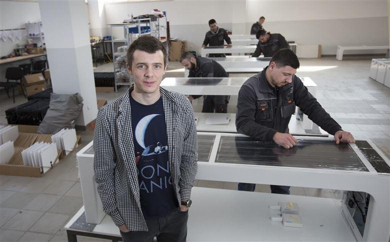 Ivan Mrvoš sa svojim zaposlenicima